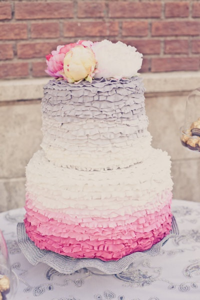 Cake Designer: Magdalynns / Photos: onelove photography via SMP