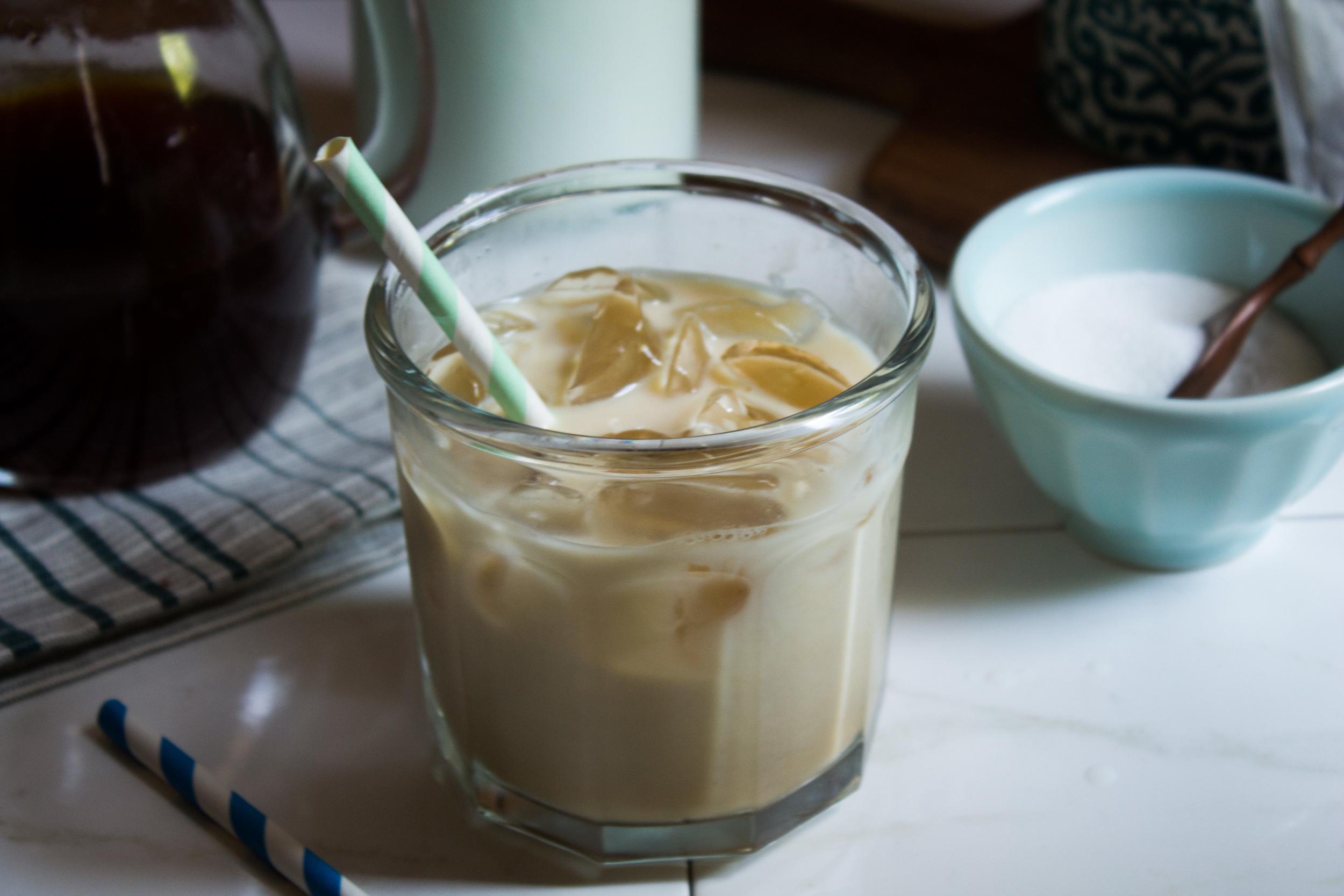 Pretty Darn Good Iced Chai Latte {Pedantic Foodie}
