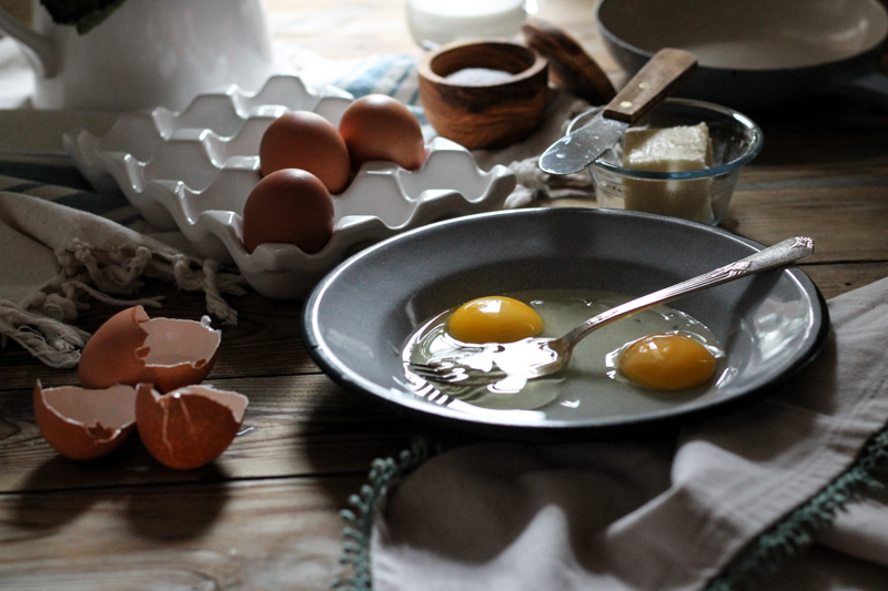 How to Scramble Eggs {Pedantic Foodie}