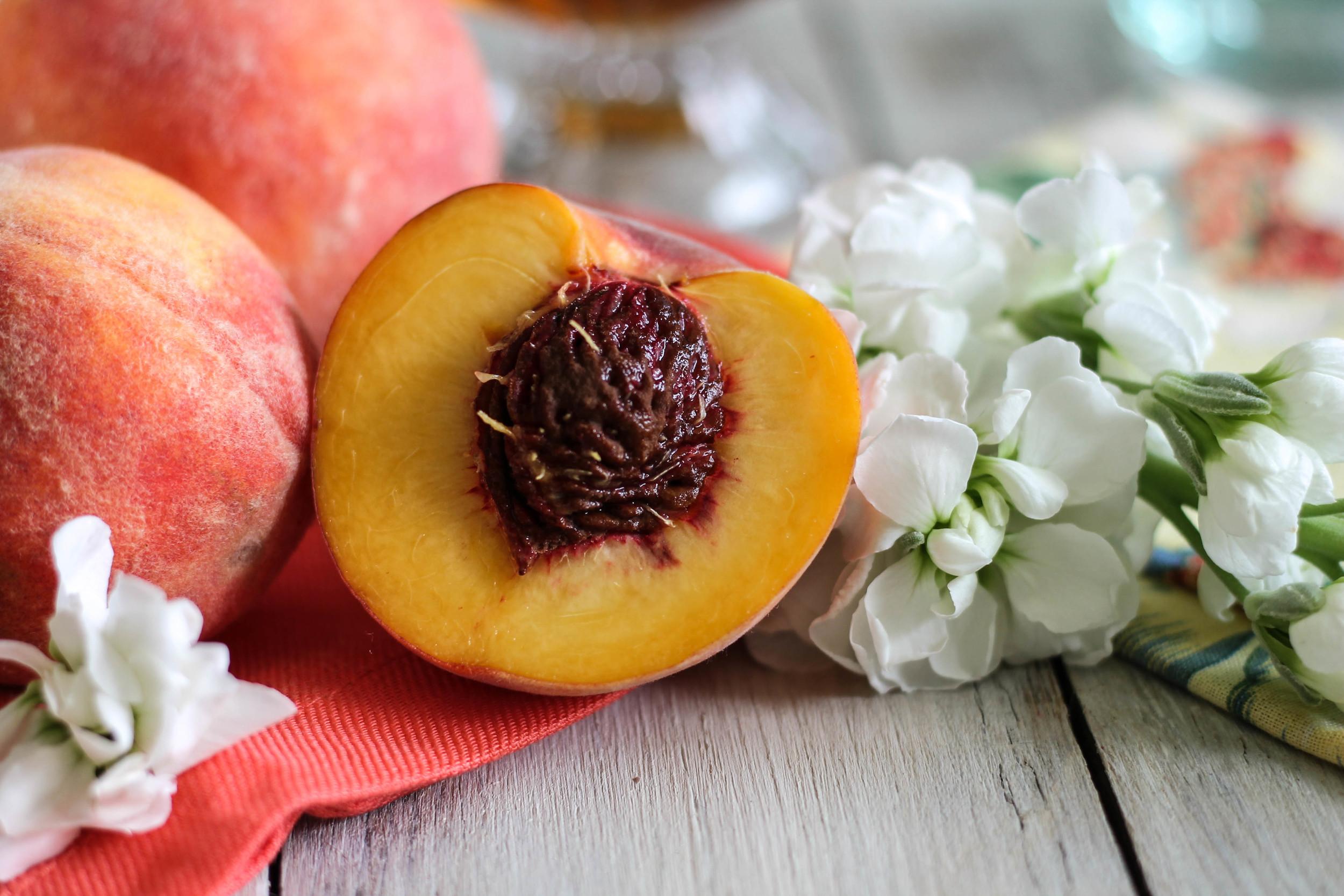 Quick Peach Frozen Yogurt {Pedantic Foodie}