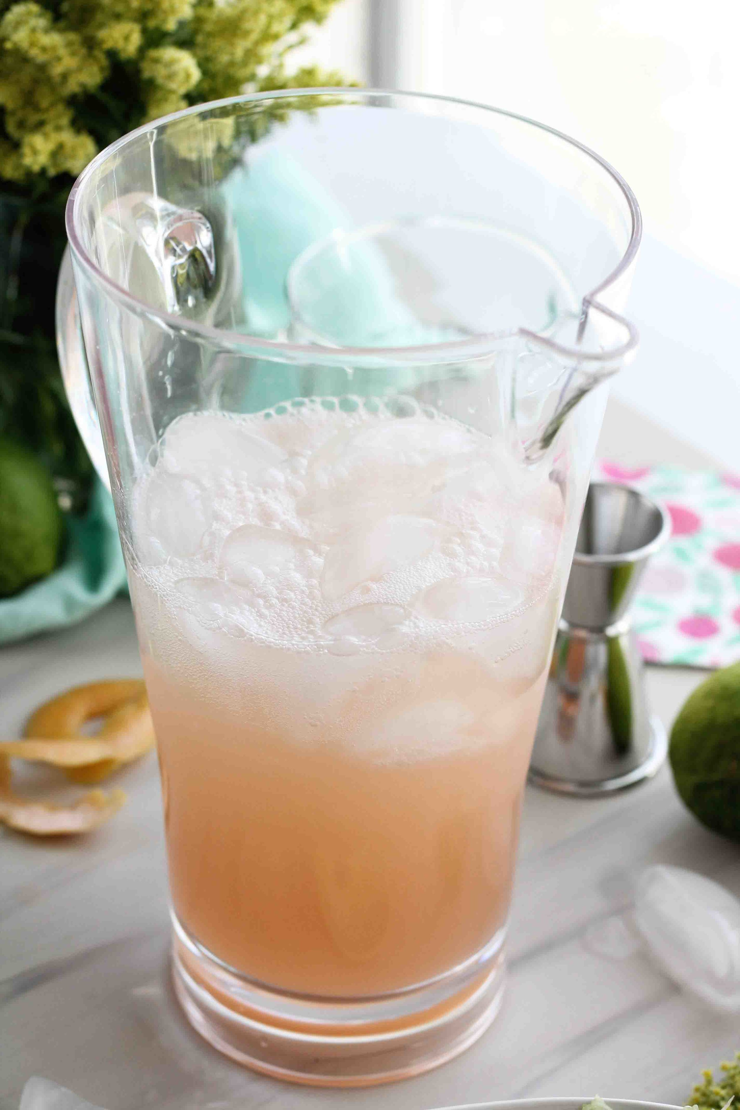 This sparkling grapefruit limeade is the perfect way to celebrate the return of spring! [ www.pedanticfoodie.com ]