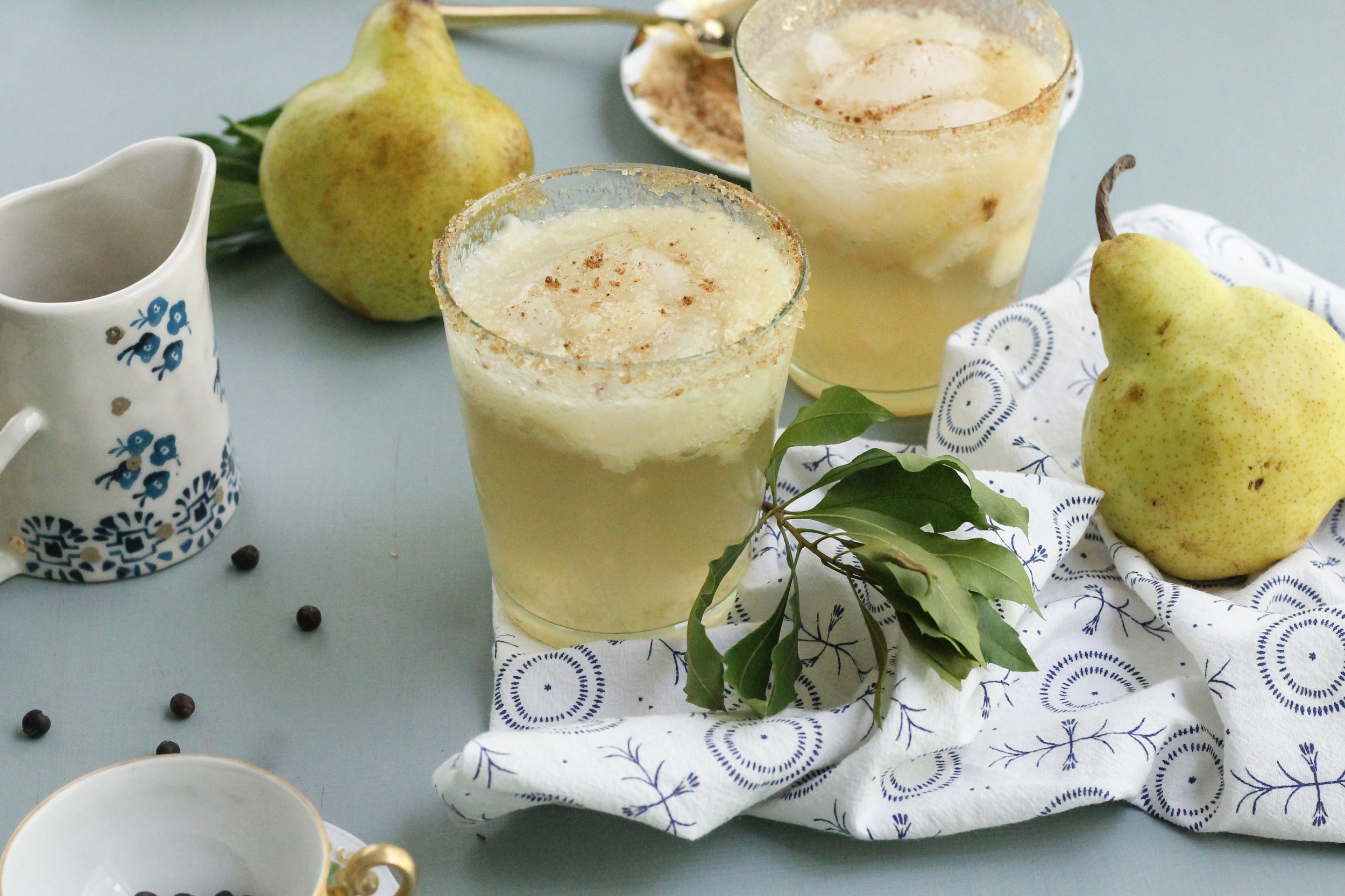 This Juniper Pear Smash is the perfect fall mocktail!  [ www.pedanticfoodie.com ]