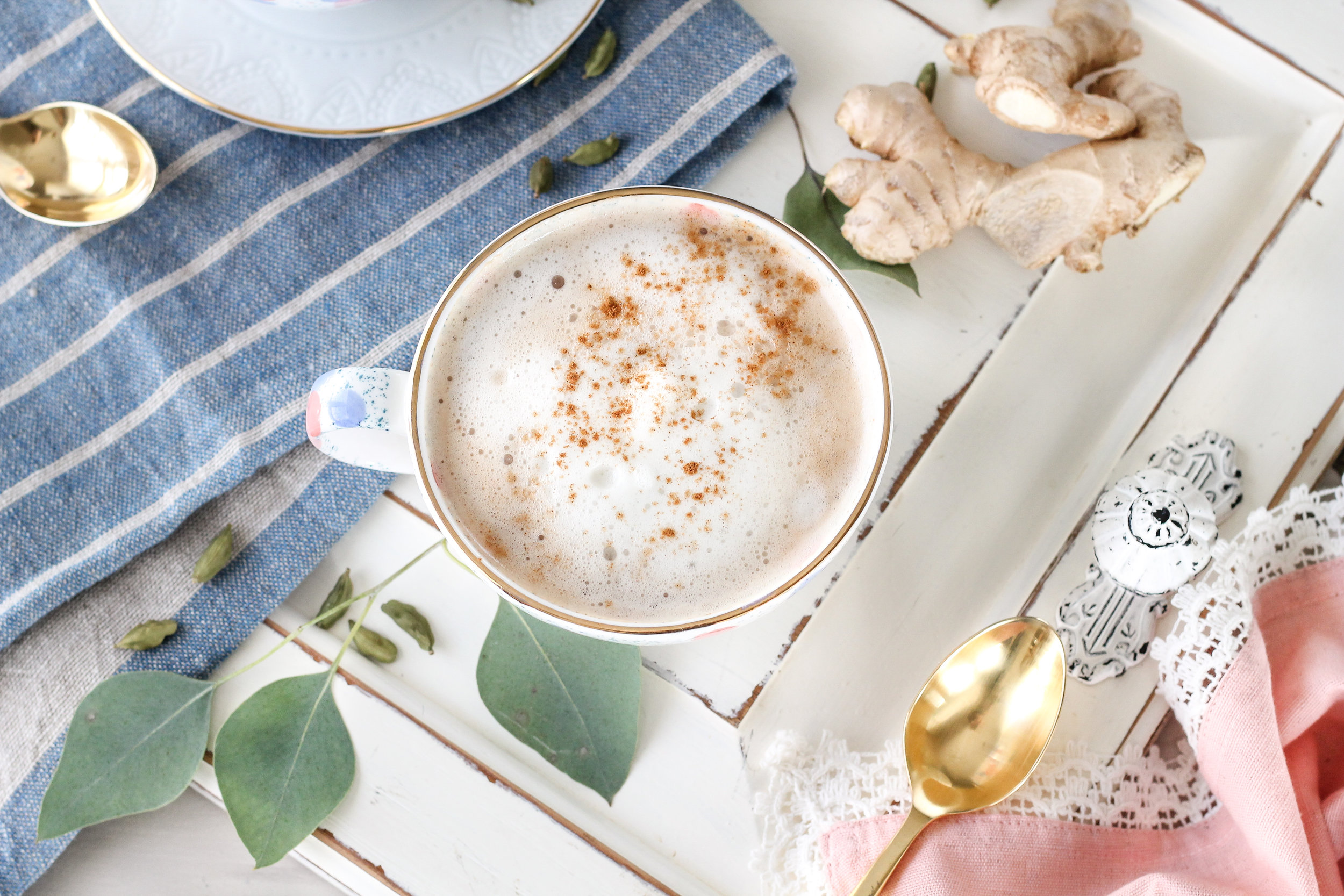 Almond Chai Lattes are the perfect wake-up call for these chilly autumn mornings! [ WWW.PEDANTICFOODIE.COM ]
