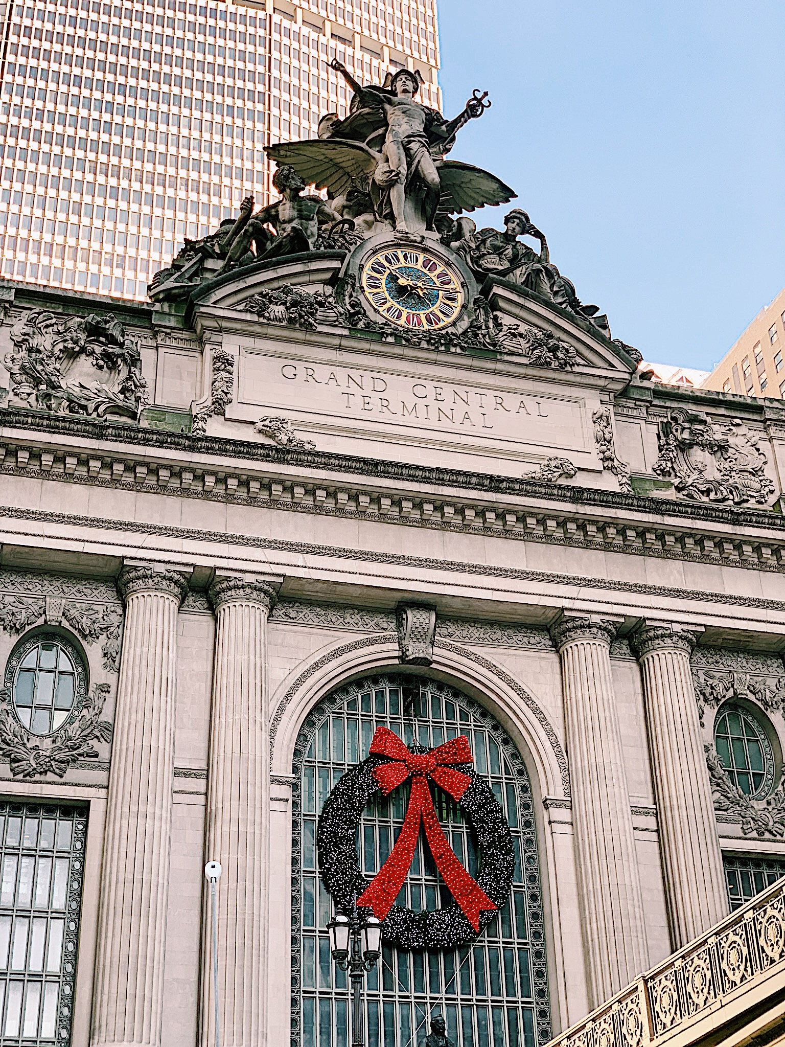 Christmas in the City // Ashlyn's Guide to Christmas in NYC - www.pedanticfoodie.com