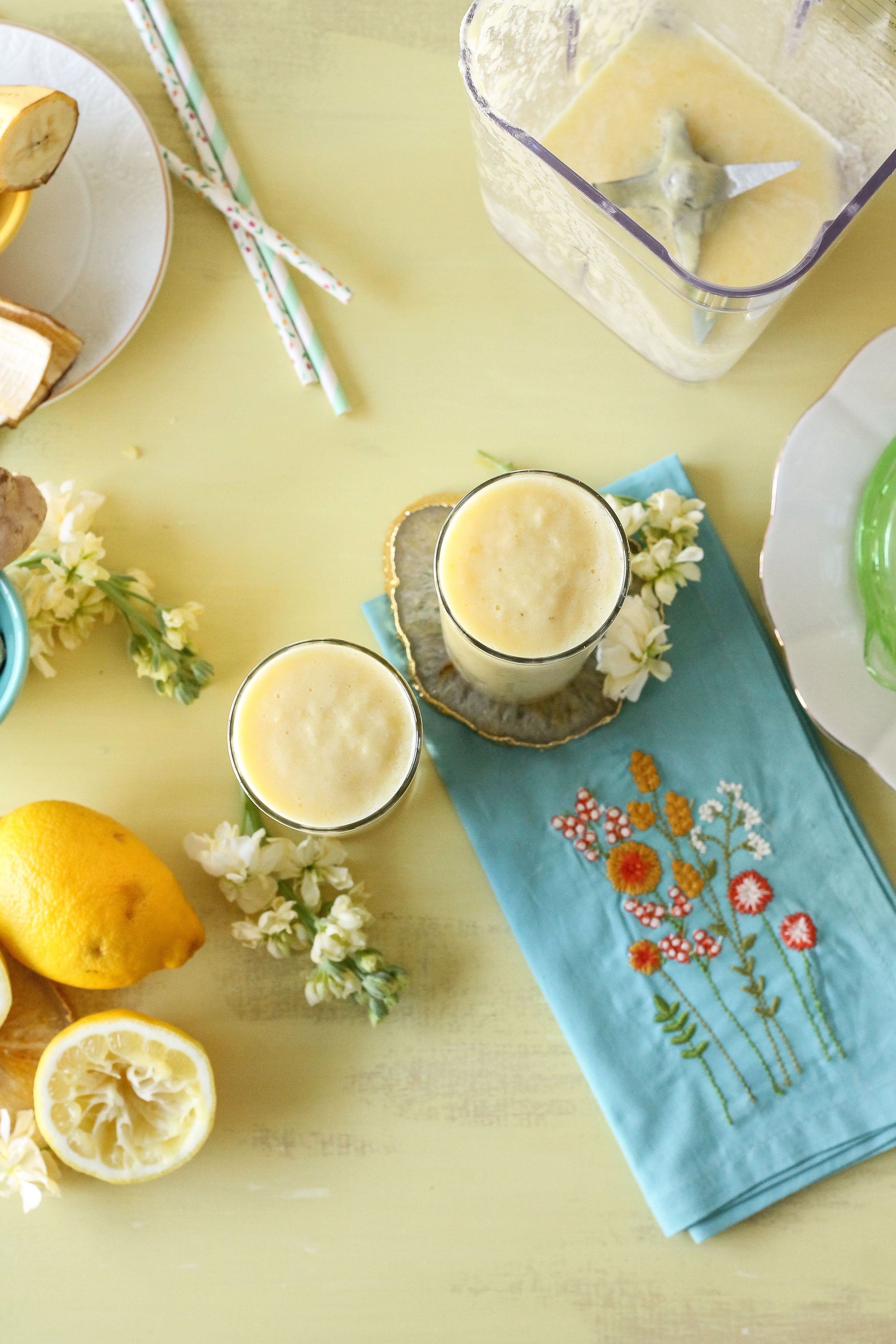This bright and spicy pineapple ginger smoothie is the perfect way to start off your day!!  Find the recipe on www.pedanticfoodie.com!