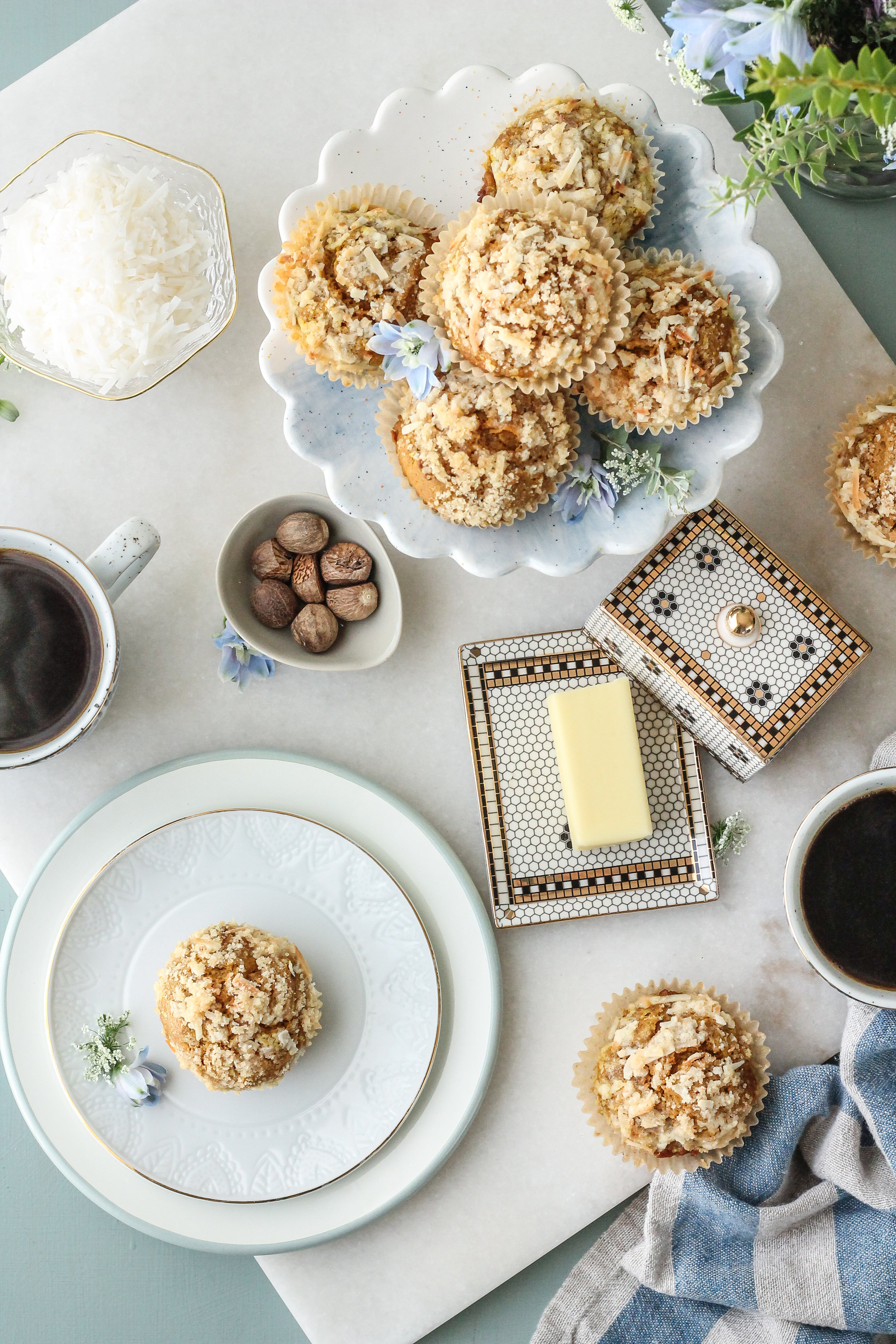 Pumpkin Coconut Muffins with Coconut Streusel are the perfect back-to-school breakfast! Find this autumn recipe and so many others on WWW.PEDANTICFOODIE.COM!