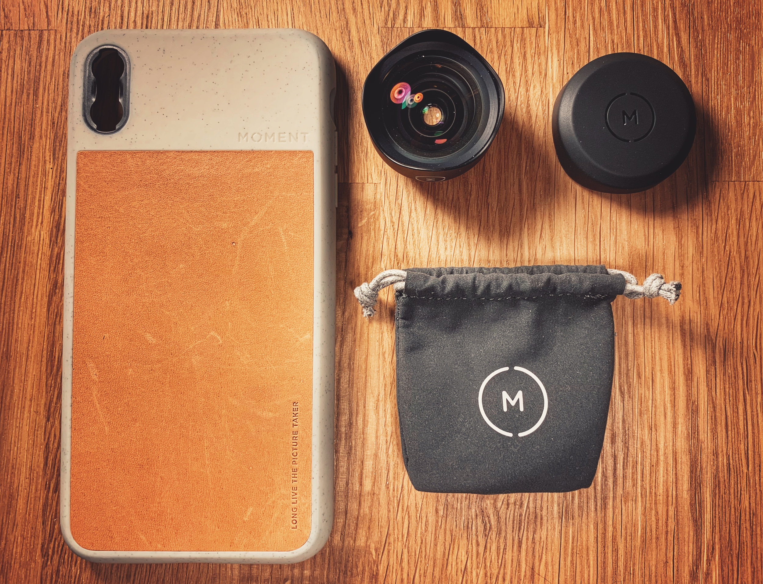 The standard Moment case and 18mm wide-angle lens (with cap and carry bag).