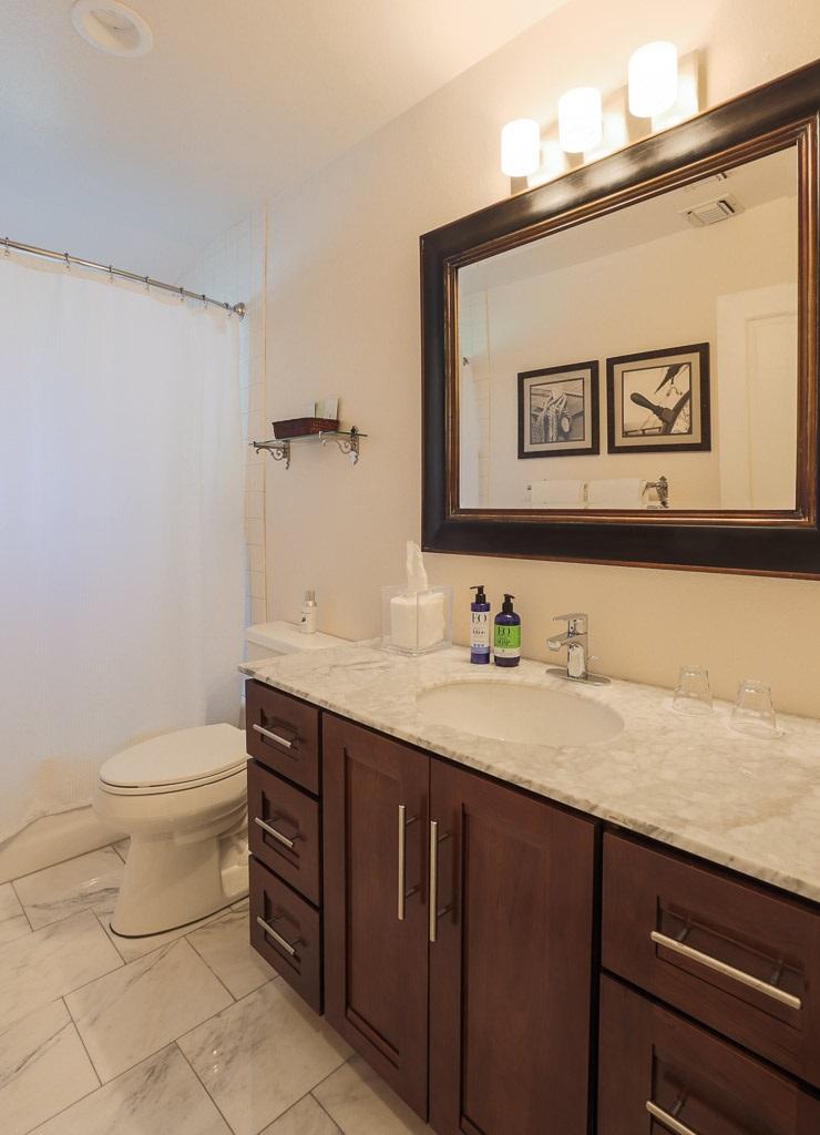 CW_SR_lo_bathroom.jpg