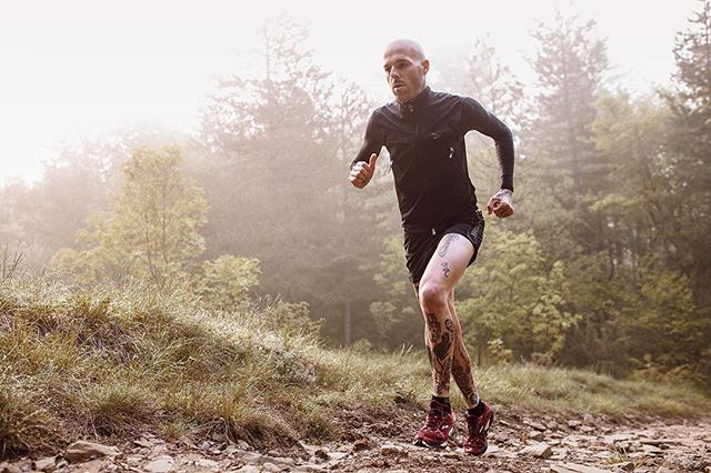 Photographer and Gripvan Assistant @daniel_colucciello_ travelled recently to Tizzano Val Parma to capture this image of tattoo artist and trail runner Matte Campi. Worth the 5am start!  #gripvanassistants we'd love to see what you've been working on lately!