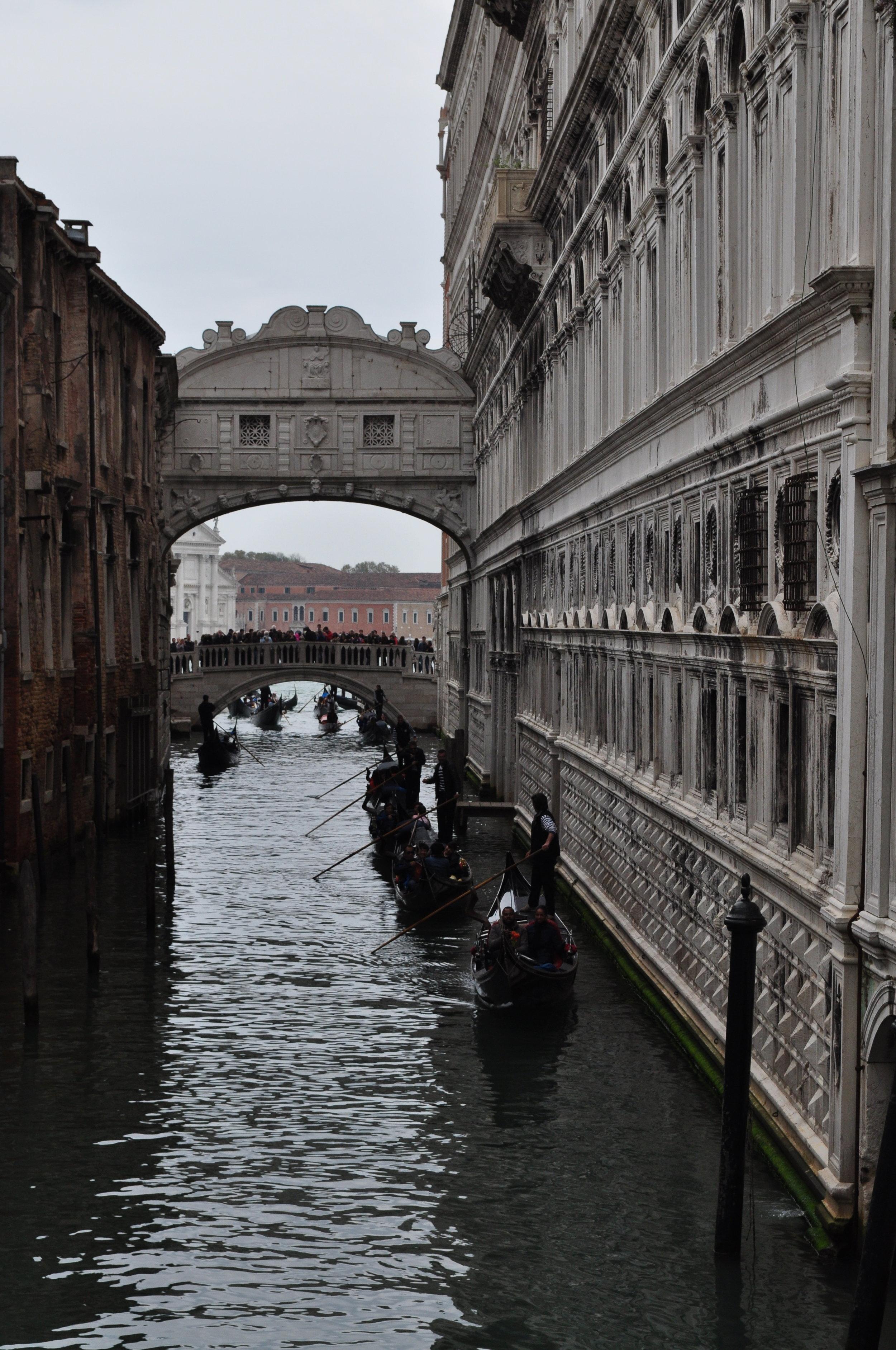 Ponte dei Sosperi and a line of gondolas!