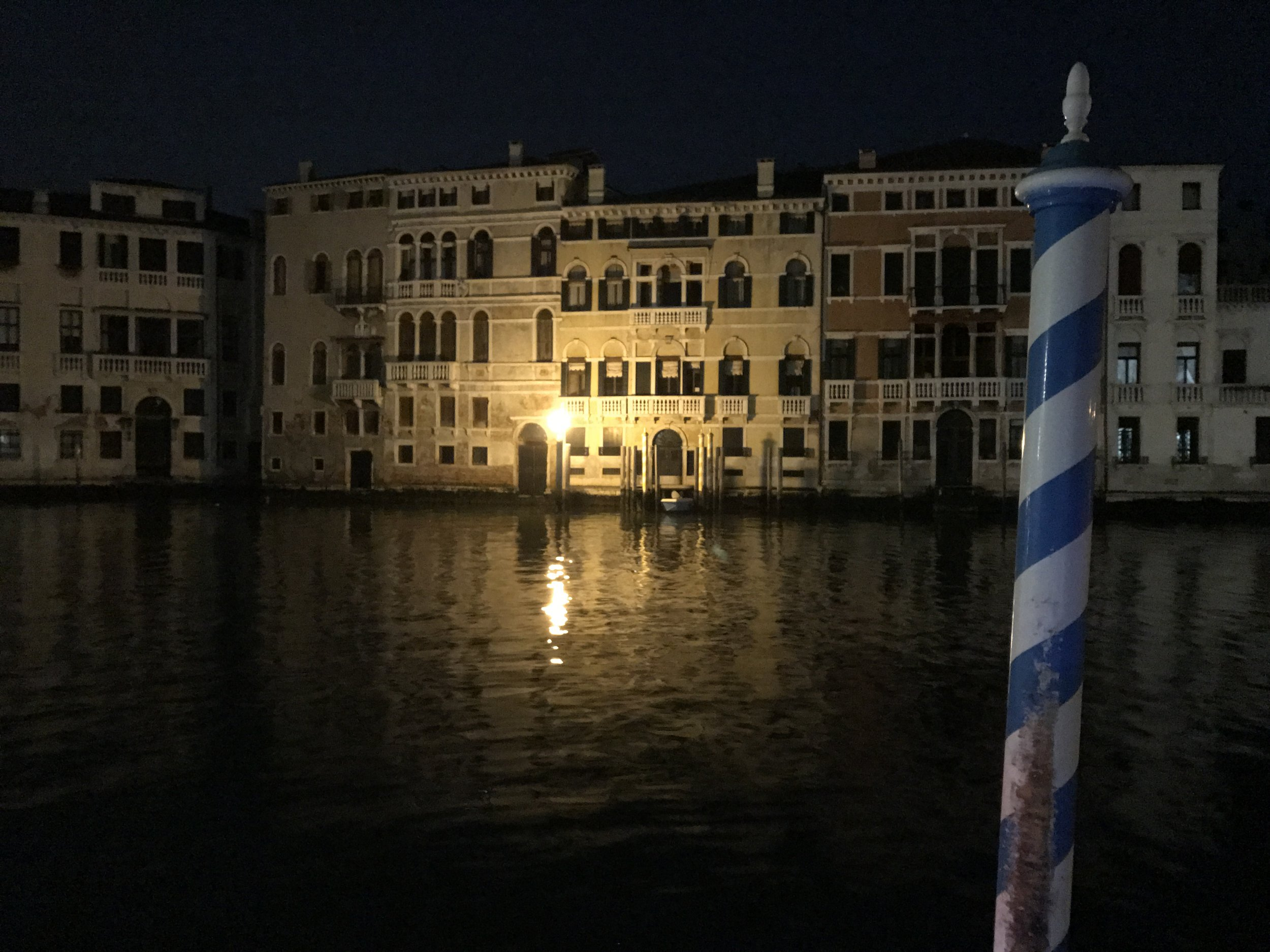 Very early morning on the Grand Canal. Ciao Italia, a presto.