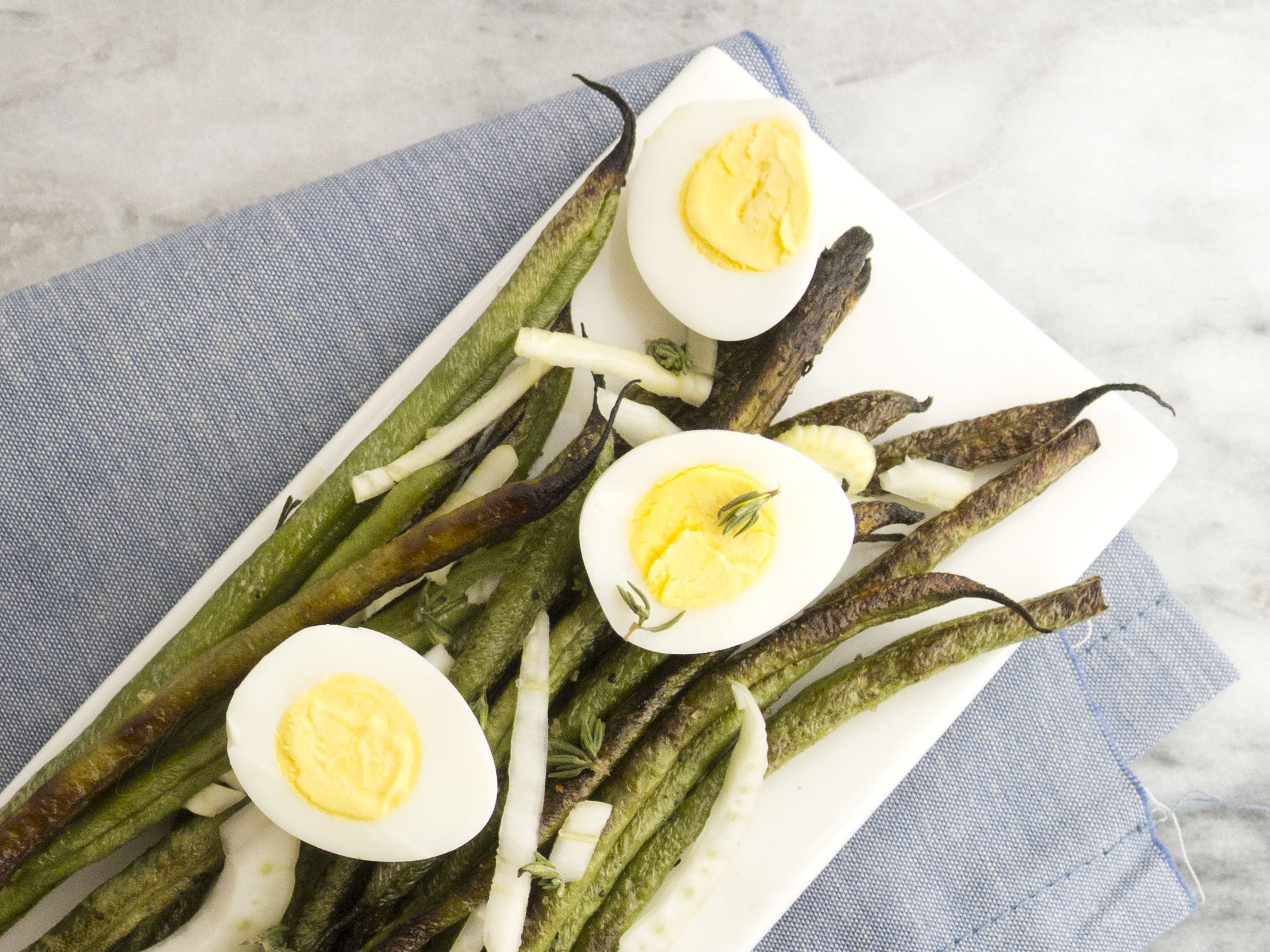 Spring salad: roastedharicot vertswith fennel and quail eggs