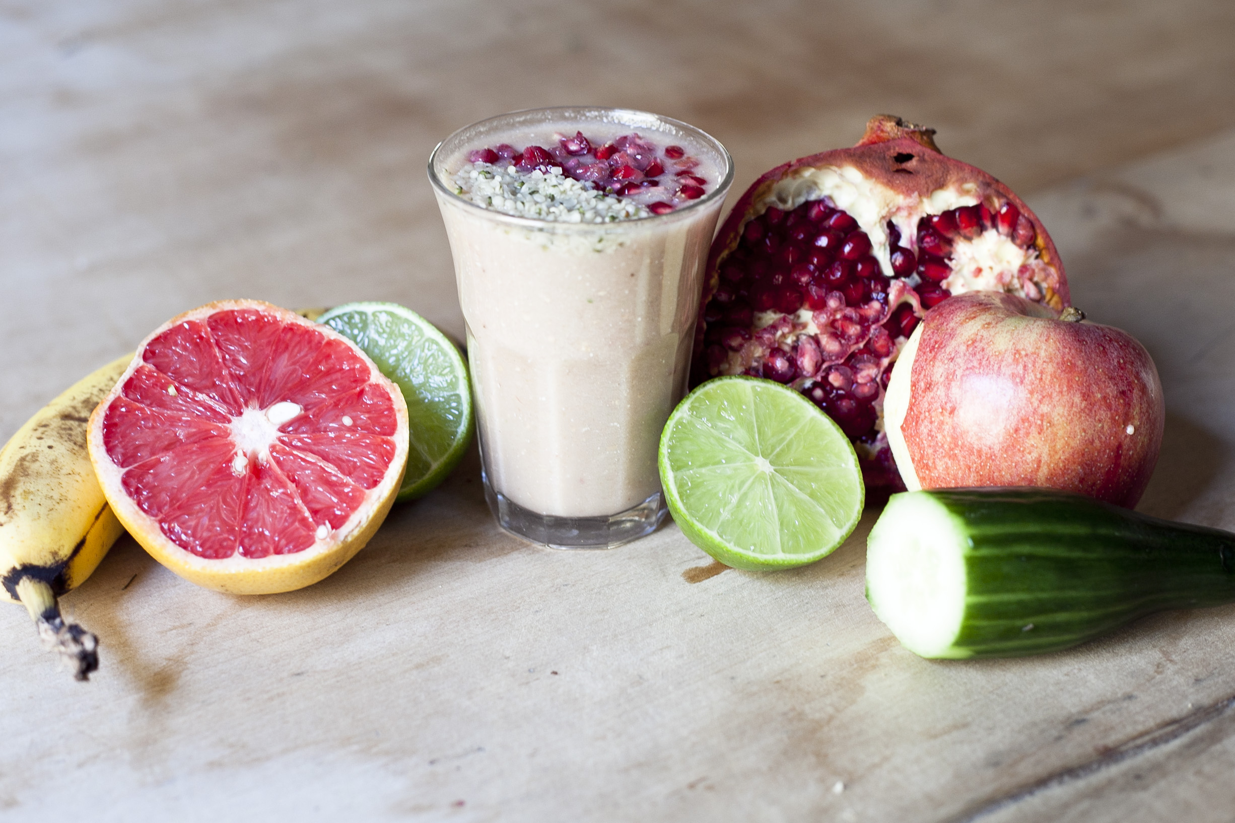 Beauty Booster Smoothie: Banana Pomegranate