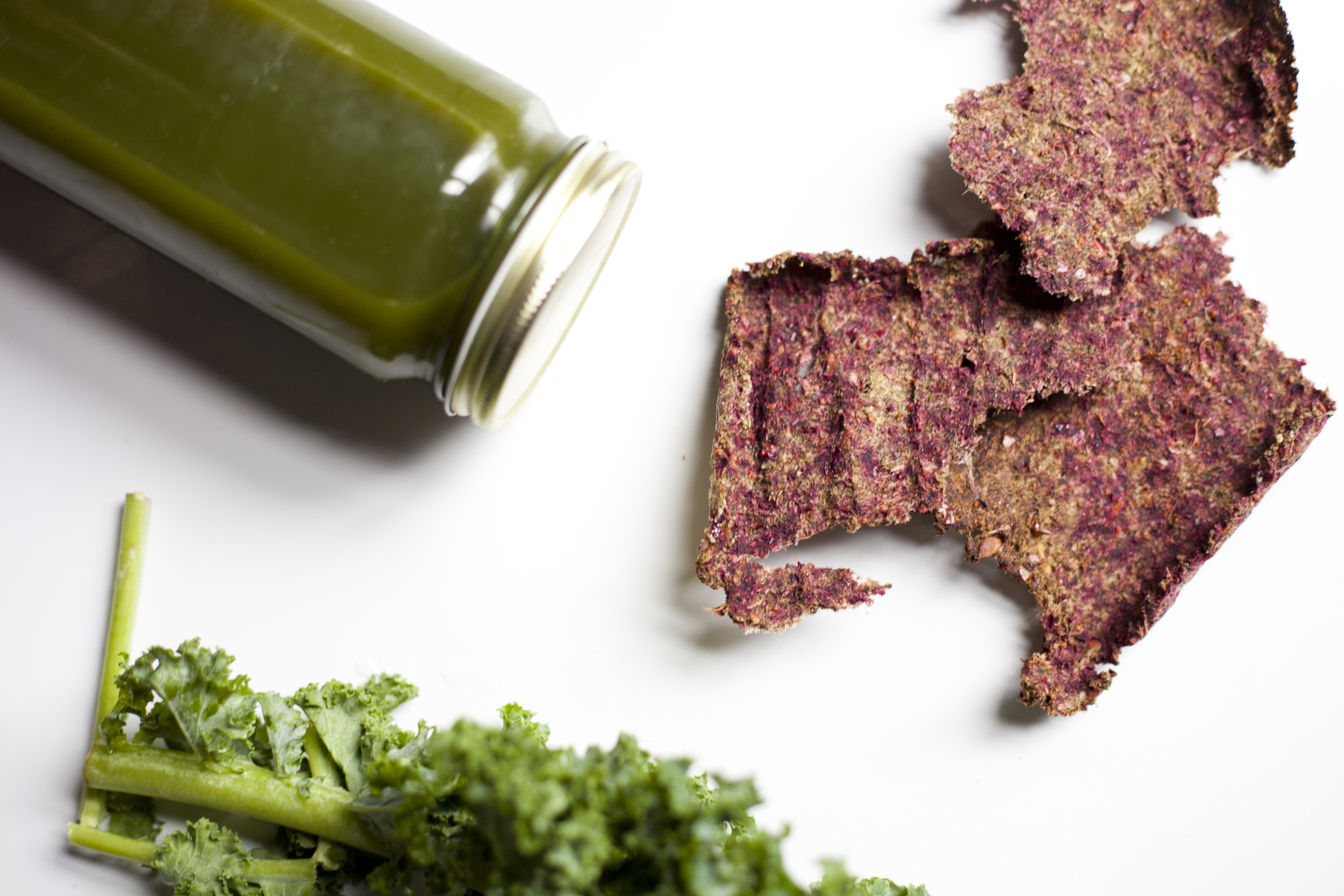 Waste Free Kitchen: Zero Fat Vegetable Juicing Pulp Crackers