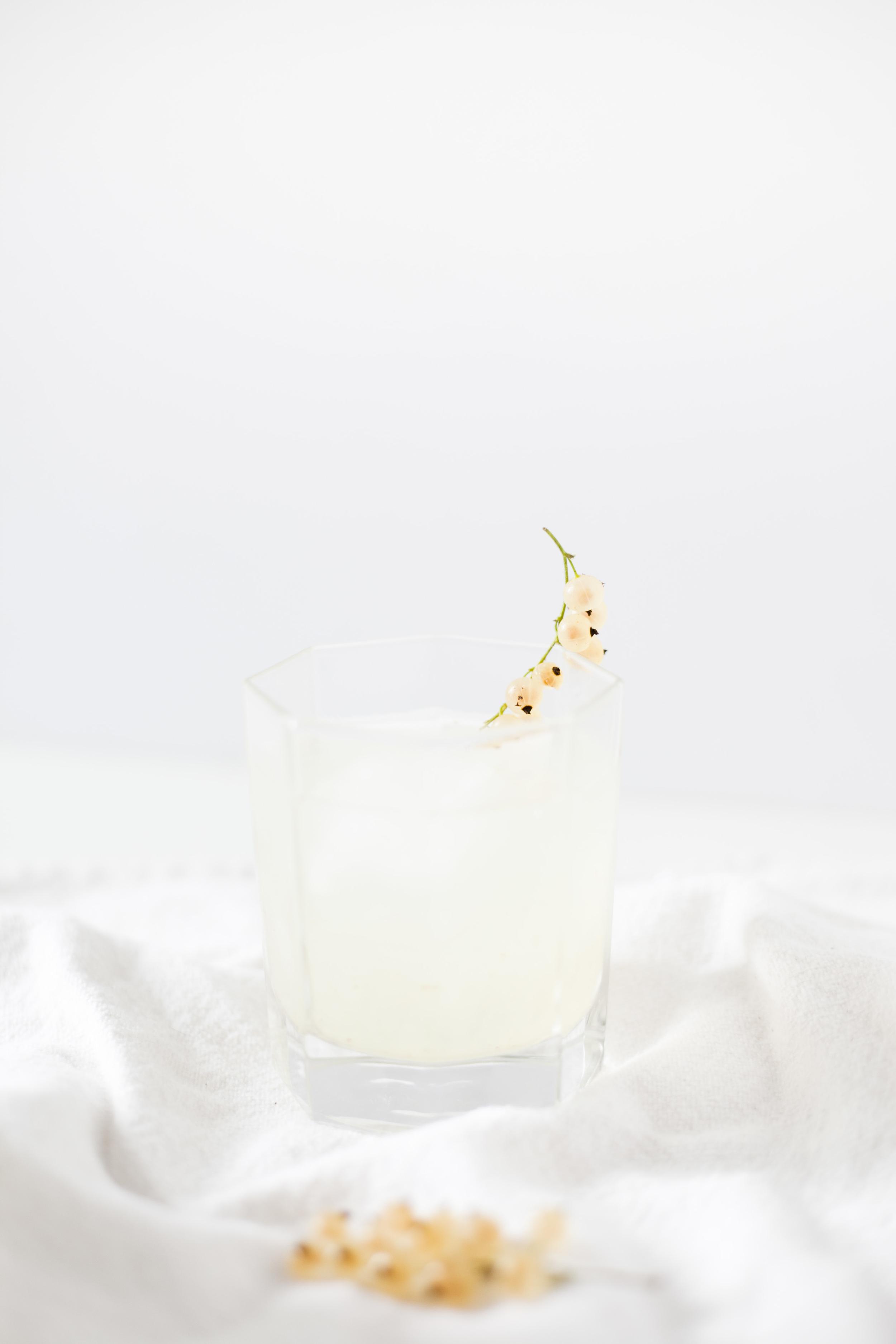 Summer White Currant Lemonade Cocktail