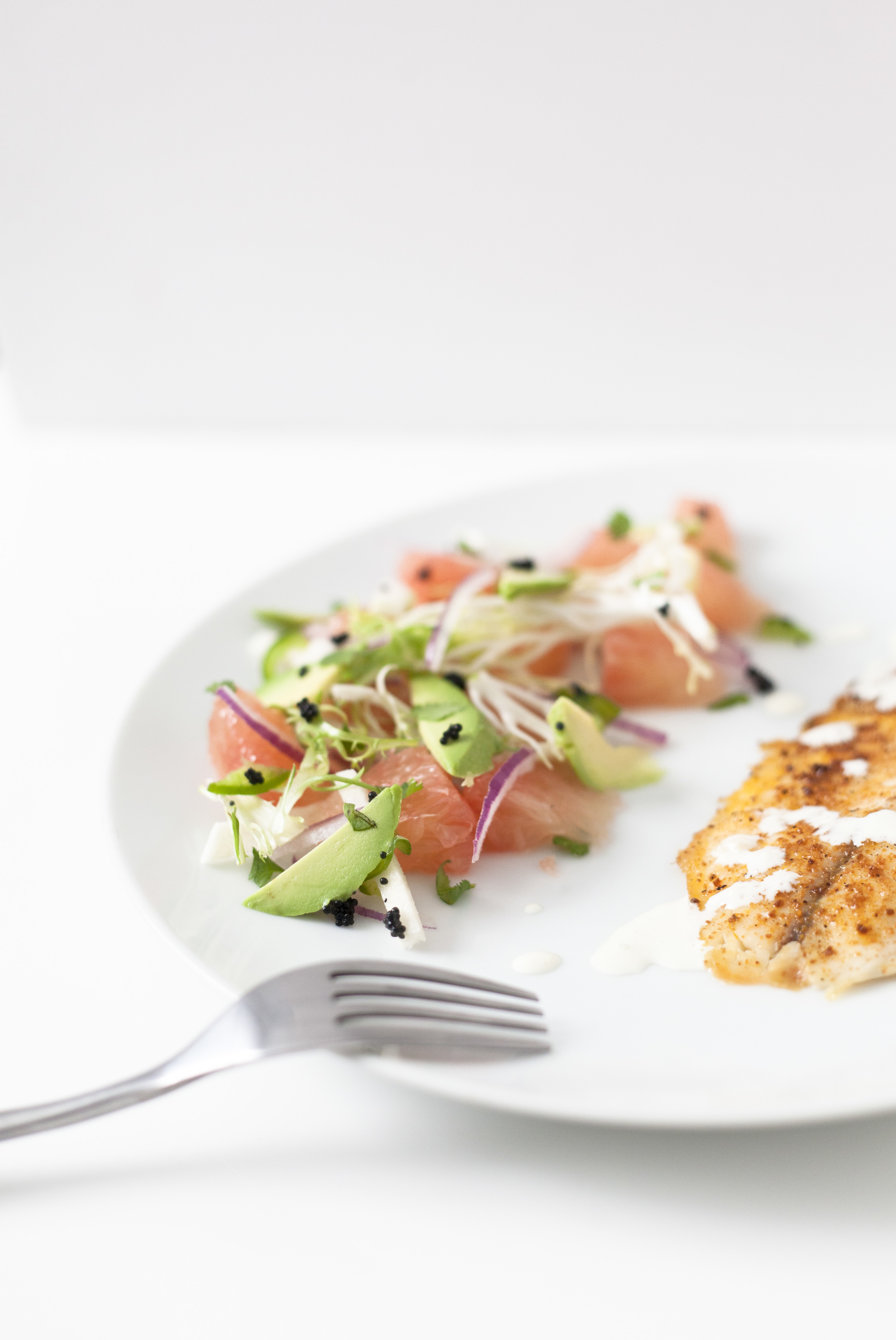light tropical salad with fish, healthy dinner recipe