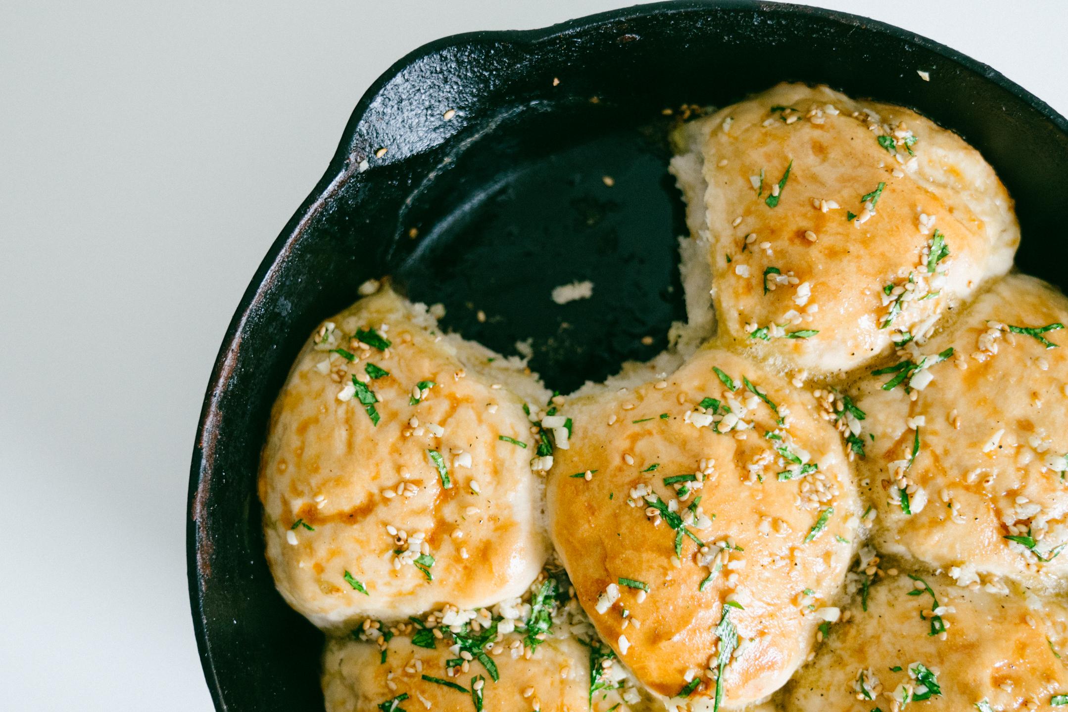 Garlic Cast Iron Skillet Soft Rolls (Pampushky)