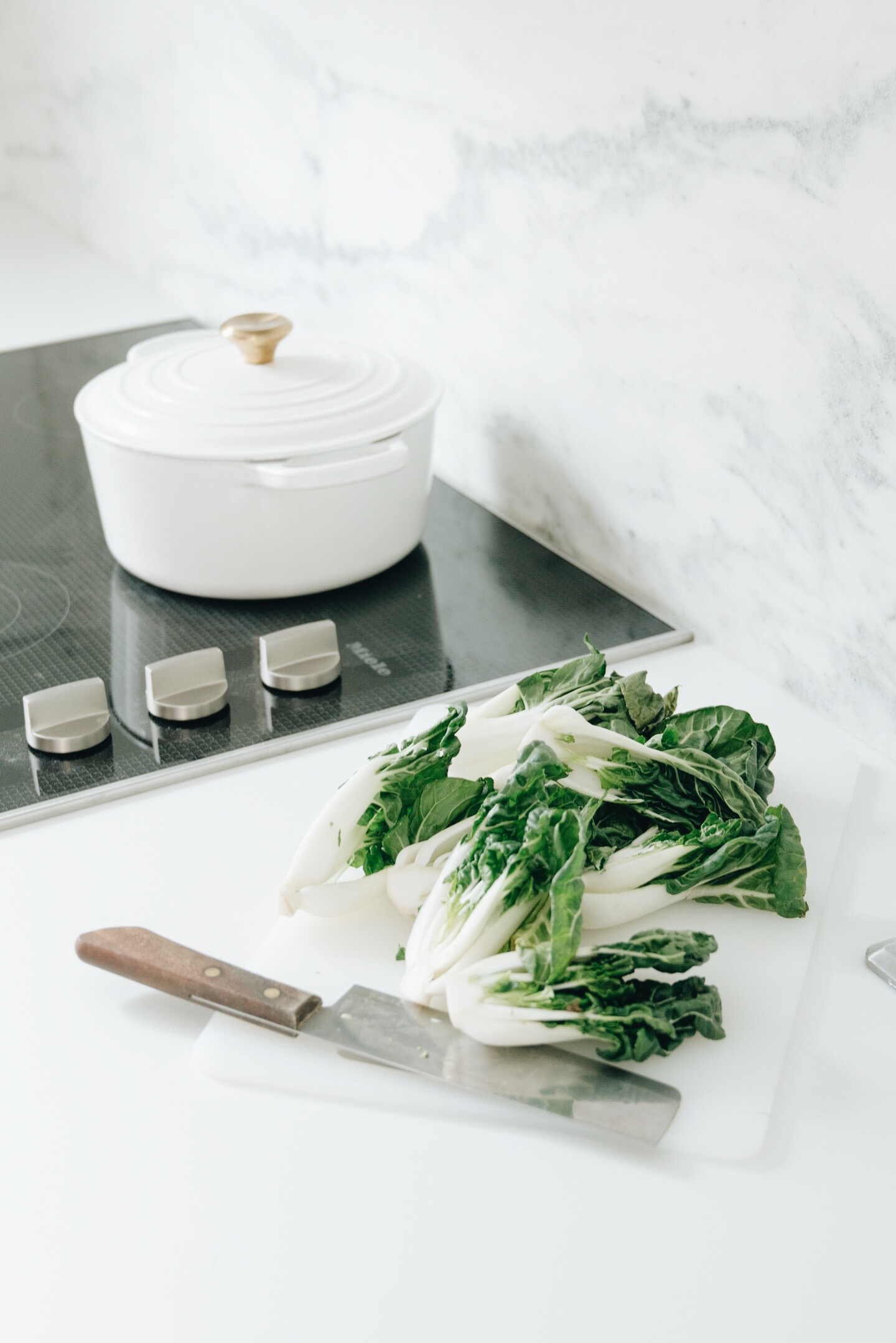 minimalist kitchen marble black and white