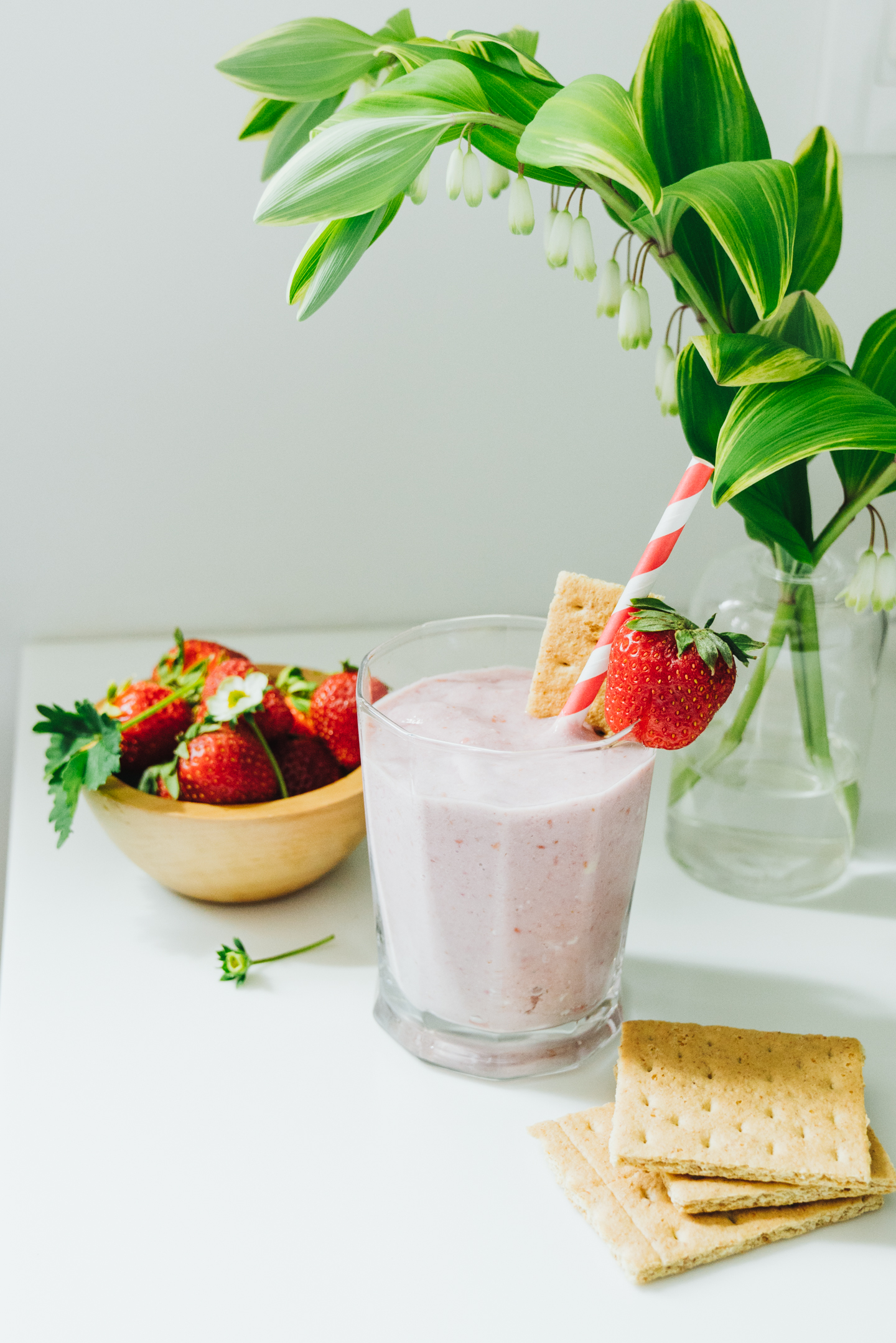 healthy berry cheesecake smoothie with graham cracker