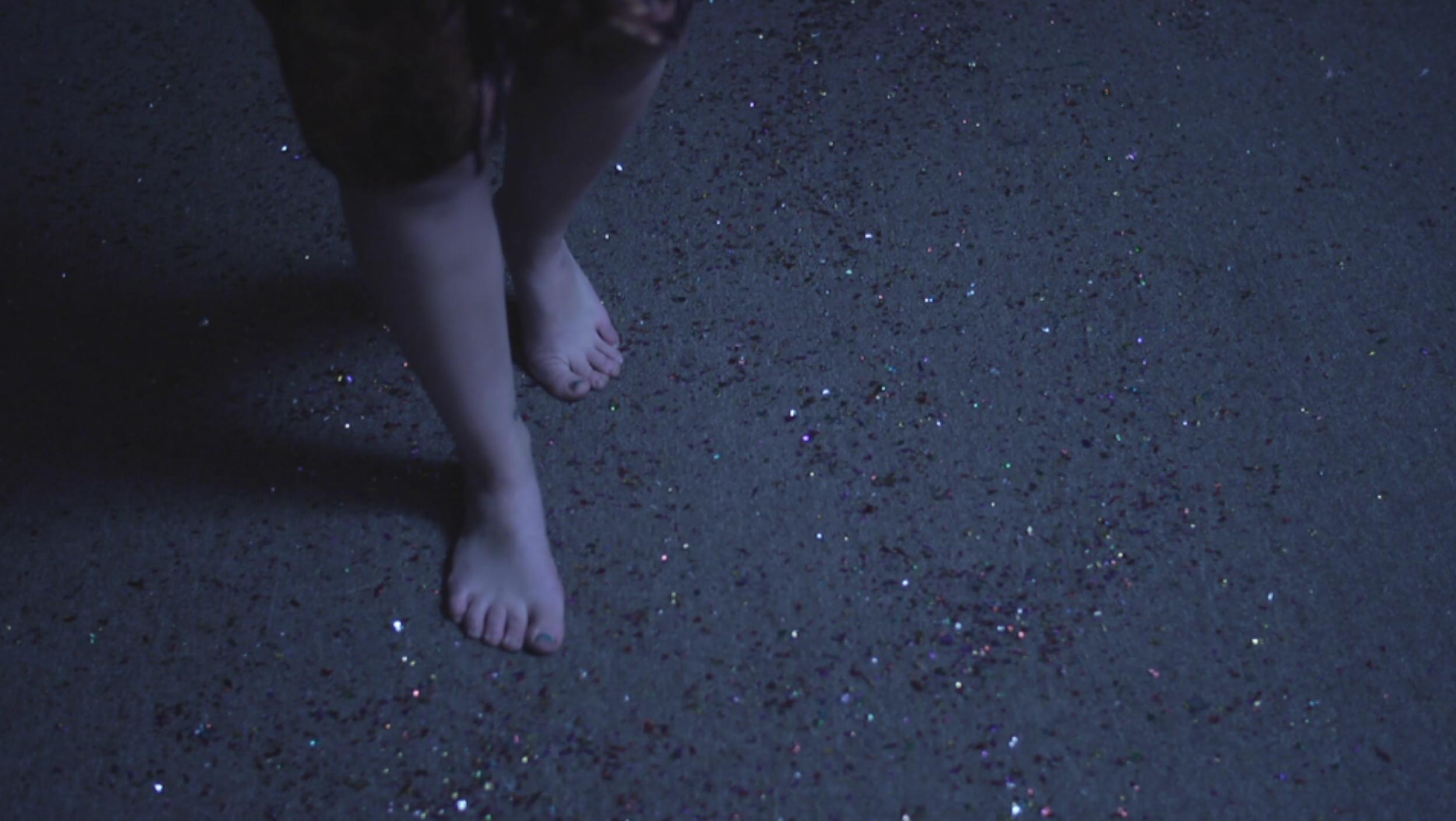 25 Glitter feet.png