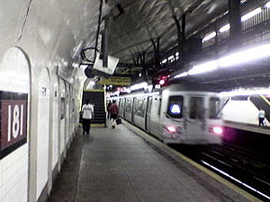 300px-Ny_subway_A181_uptown_platform.jpg