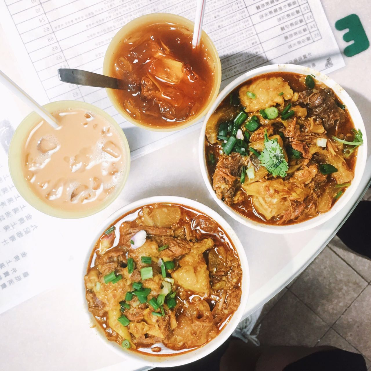 Beef Tendon and Brisket Rice Noodles in Curry Broth | 咖喱牛筋腩河粉 (¥45)