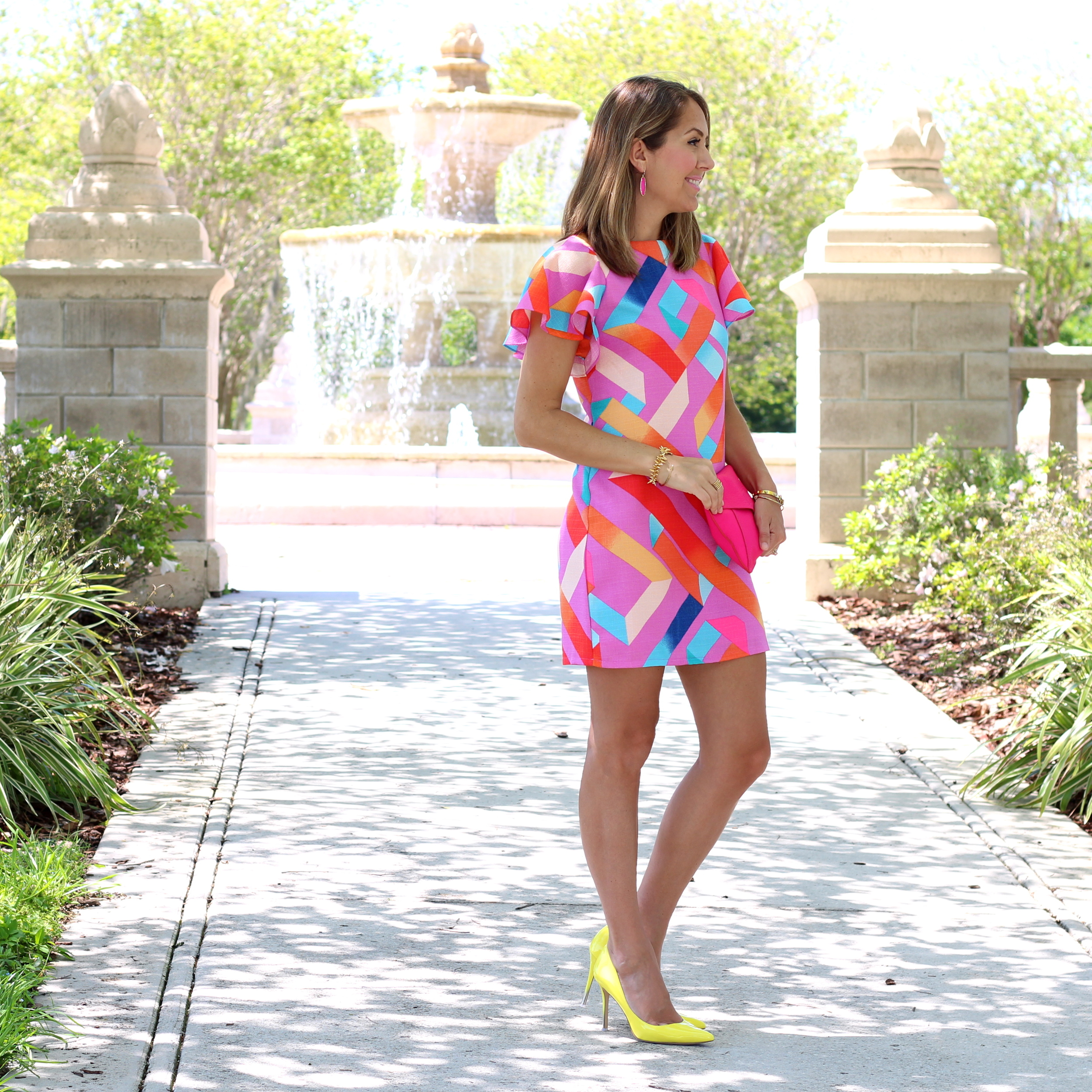 Geometric print dress, yelllow heels