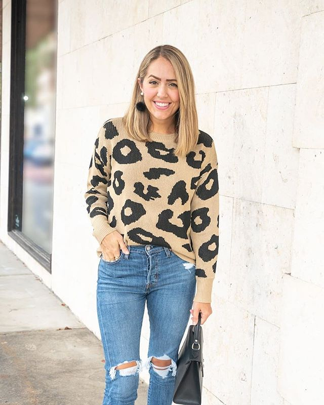 I want to be sure you don't miss these awesome @veryjane deals because they only last 72 hours!! My leopard sweater, leopard dress, green jacket, button top, and leopard shoes - are all in stock and hugely discounted from boutiques! Comment for direct links or head to the blog 🤩🙌💃🐆 . . #thatsmyjane #budgetfashion #lookforless #boutiqueshopping #leopardprint #southernstyle #teacherstyle #weekendstyle #orlandoblog #orlandoblogger #orlando