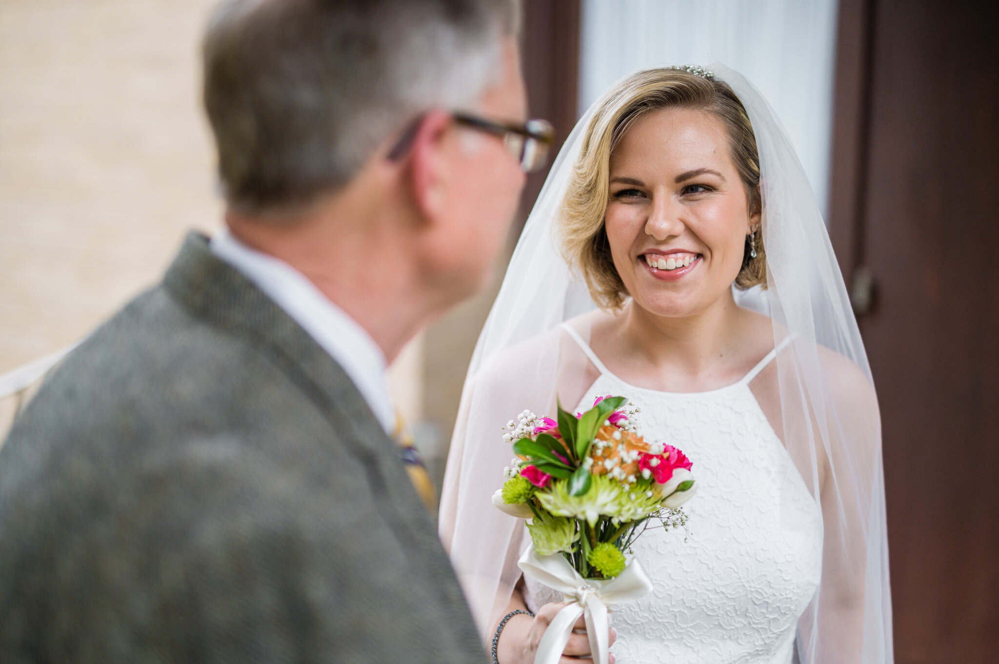 bride reactions to dad seeing her for the first time