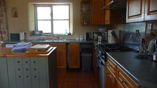 Kitchen-at-Bonhays-Meditation-and-Retreats-500.jpg