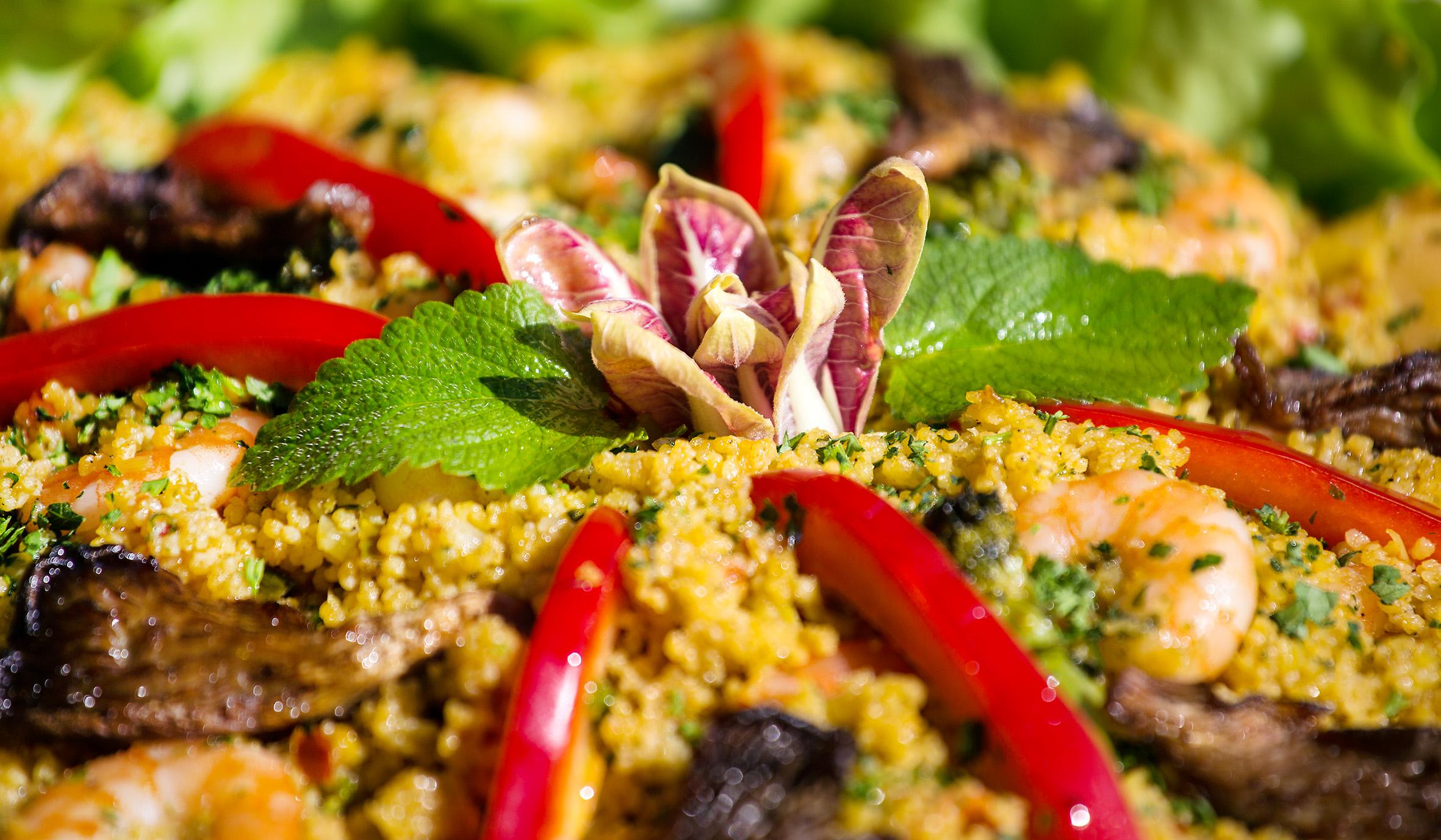 Couscous mit Kürbis, Melanzani, Paprika und Riesengarnelen
