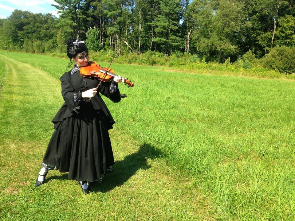 Frau in the Fields