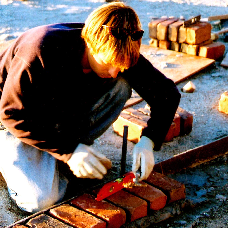 Building a brick border in the garden