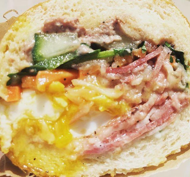 FRIED EGG BANH MI @BLACKHOGGSANDWICHES #haveyouhadabettersandwich #blackhoggsandwiches #silverlake #banhmi #sandwiches #salads #lunch #dinner