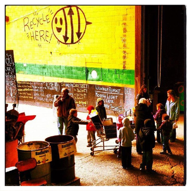 kindergardners at recycle here.jpg