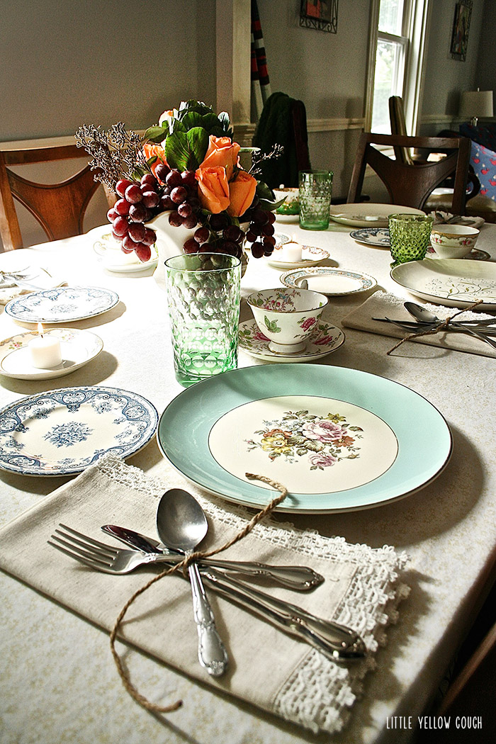 Mixing up the  table :modern & vintage, rustic &refined.