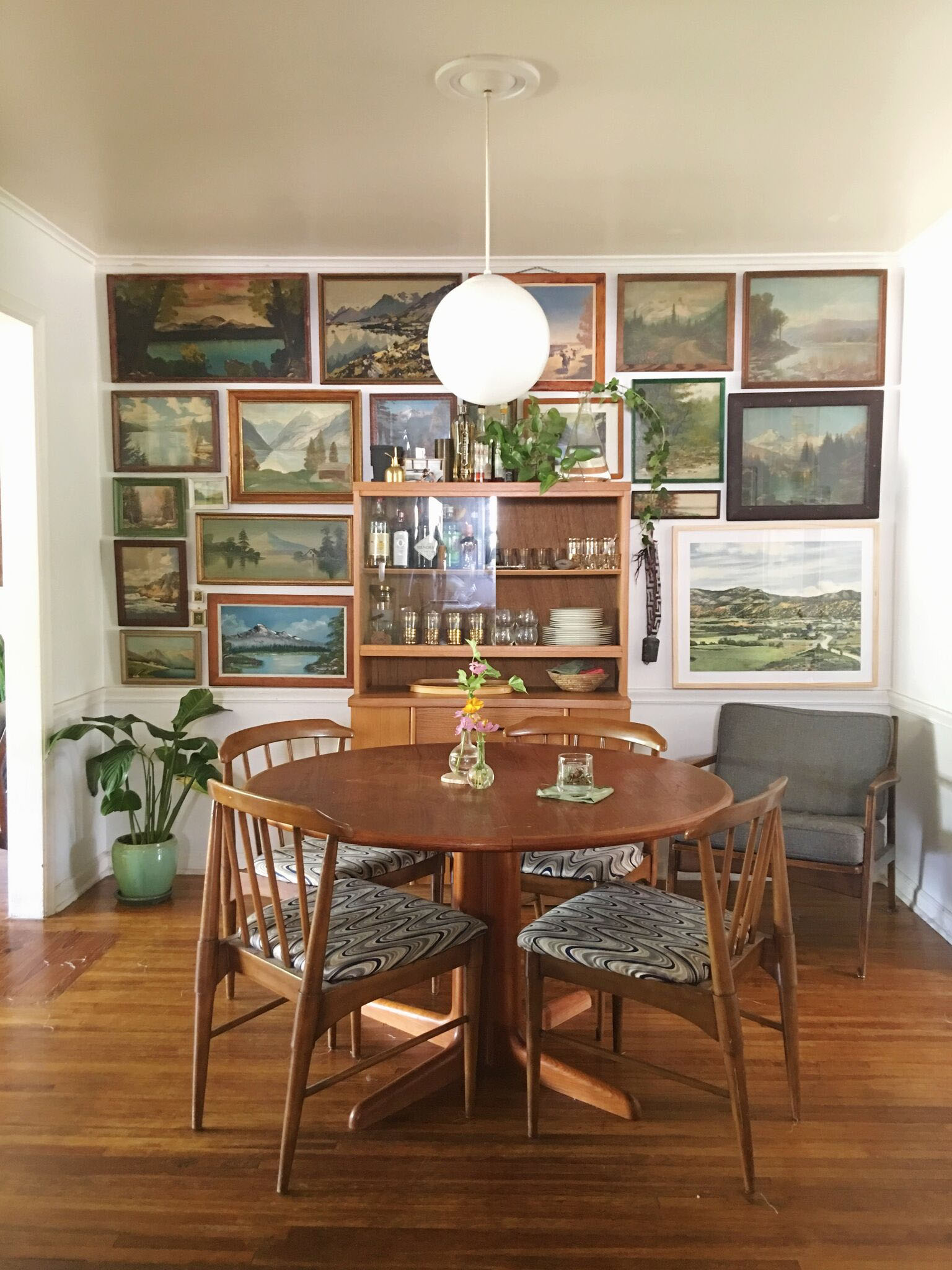 Photography provided by Retro Den : Daly's Dining Room