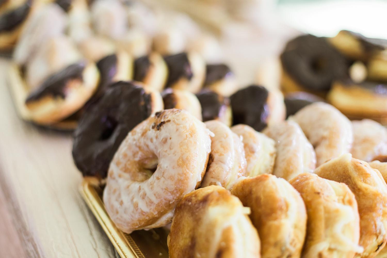 elm-bank-garden-wedding-donuts