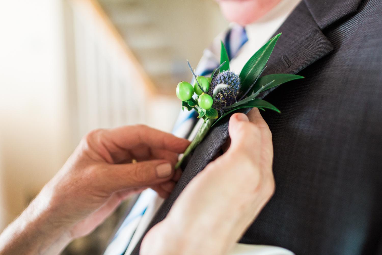 newport-wedding-flower-boutonniere