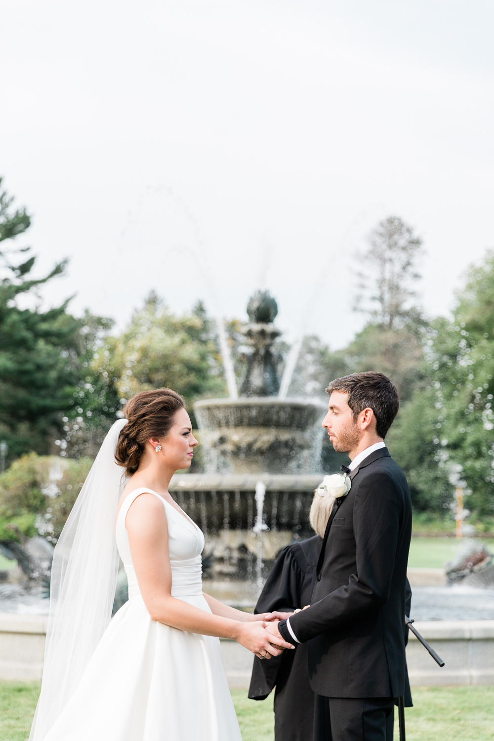Ceremony at Tupper Manor with fountain