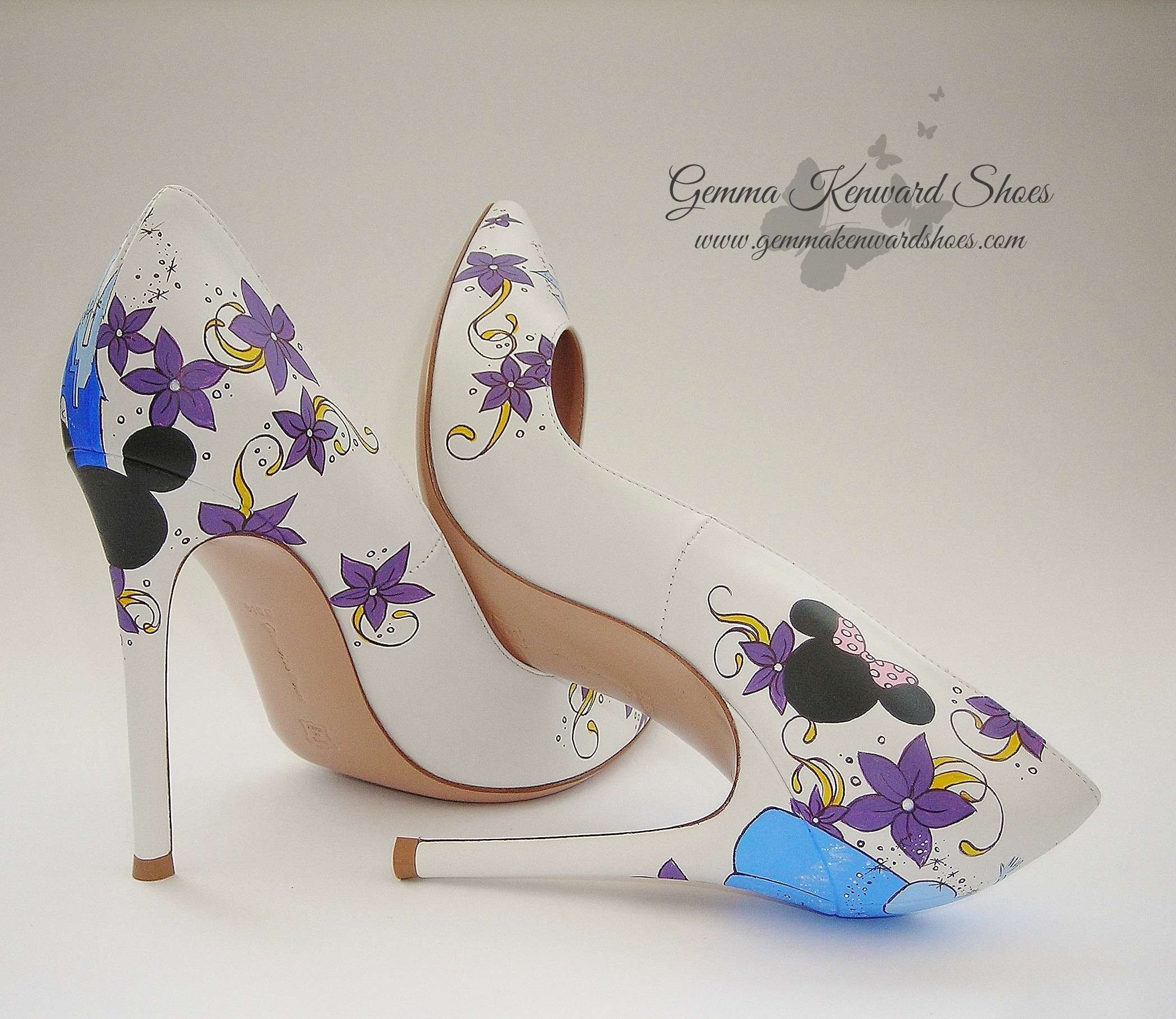 Personalized purple flowers on the wedding shoes