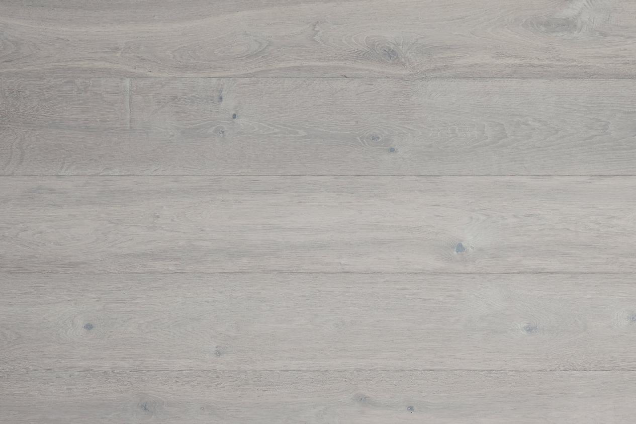 Is   Chamber Fumed European Oak