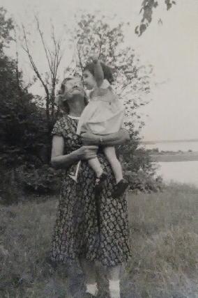 Mom & Great Grandma Dagny.jpg