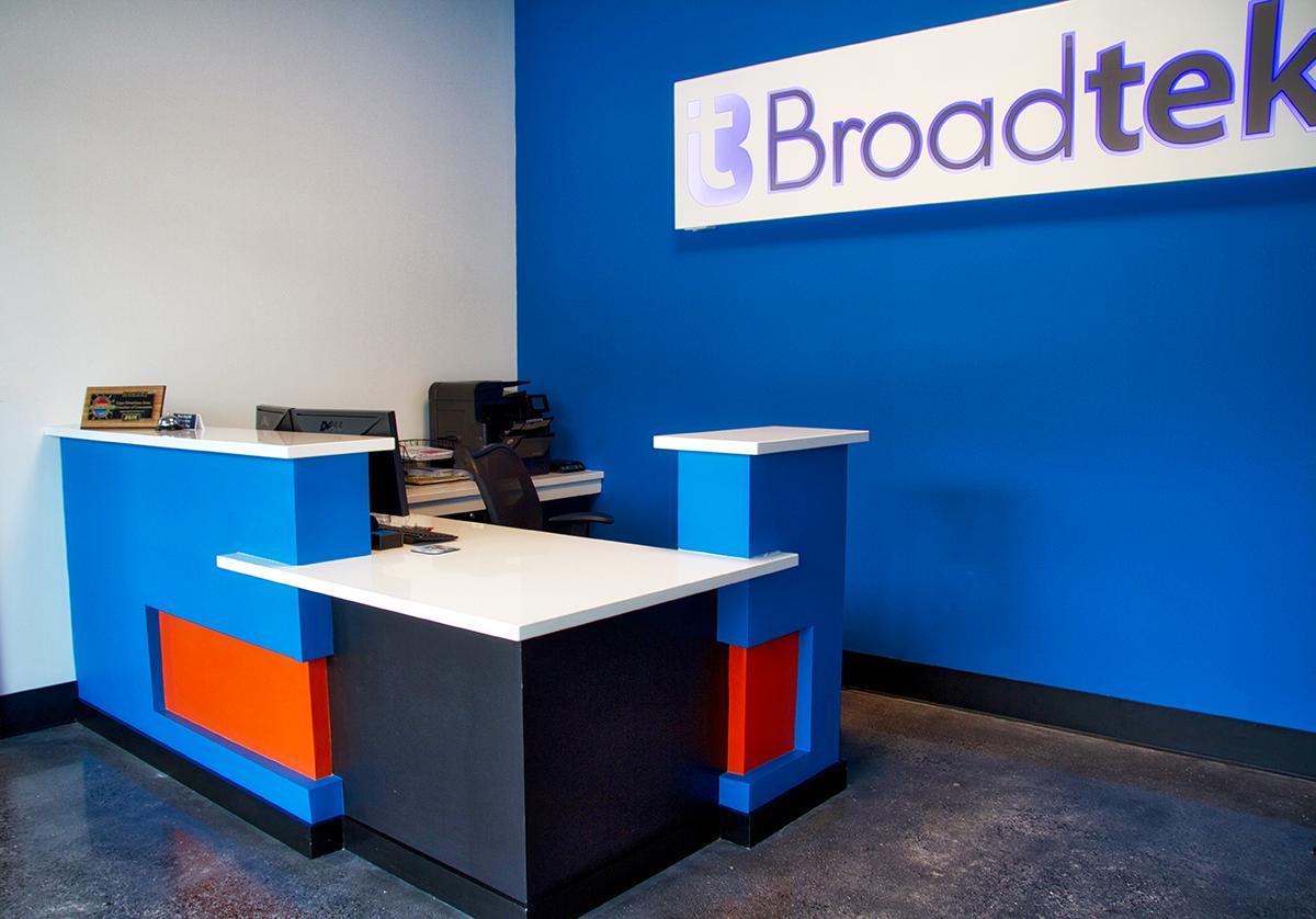 broadtekdesk1web.png