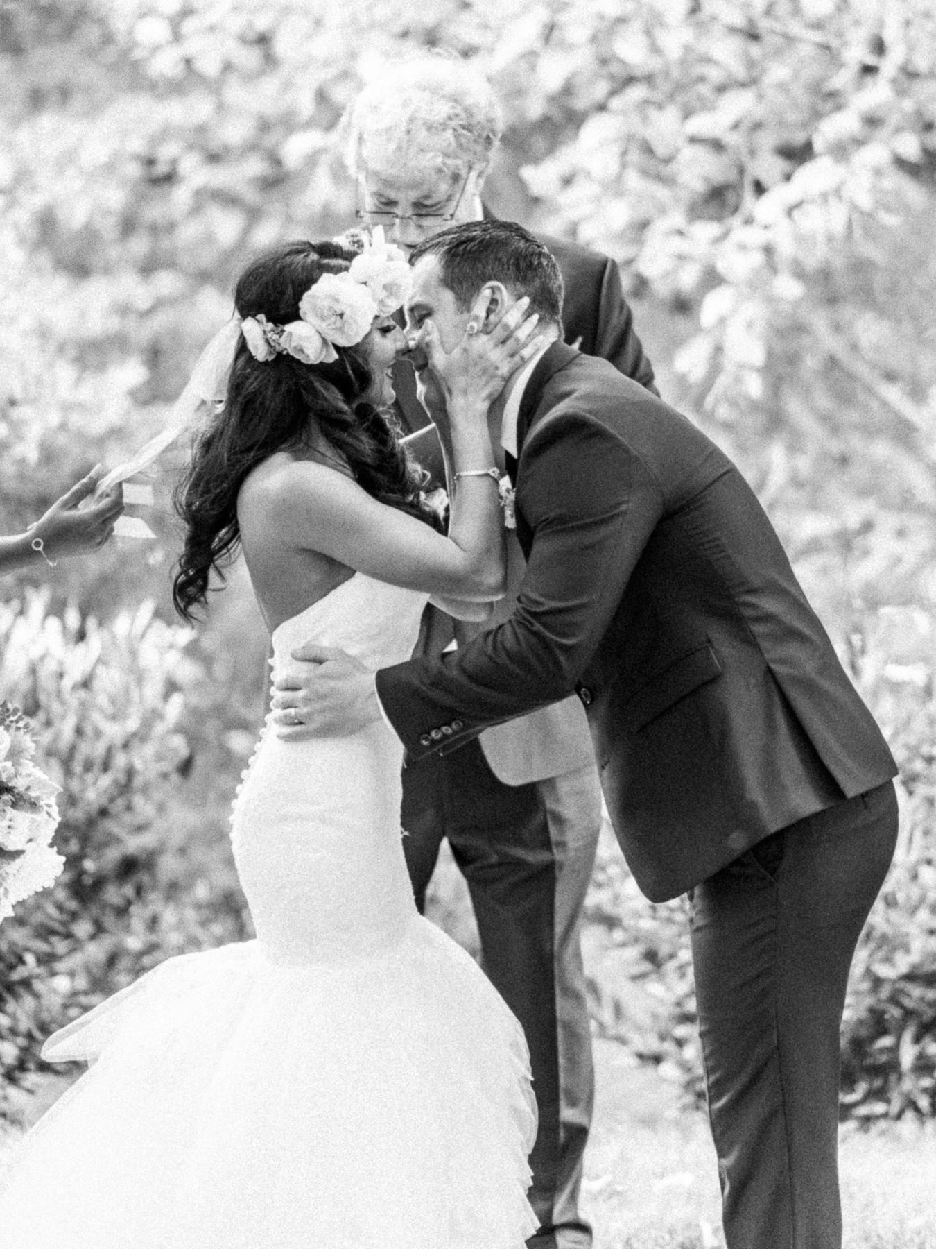 The Kiss - Wedding Photos