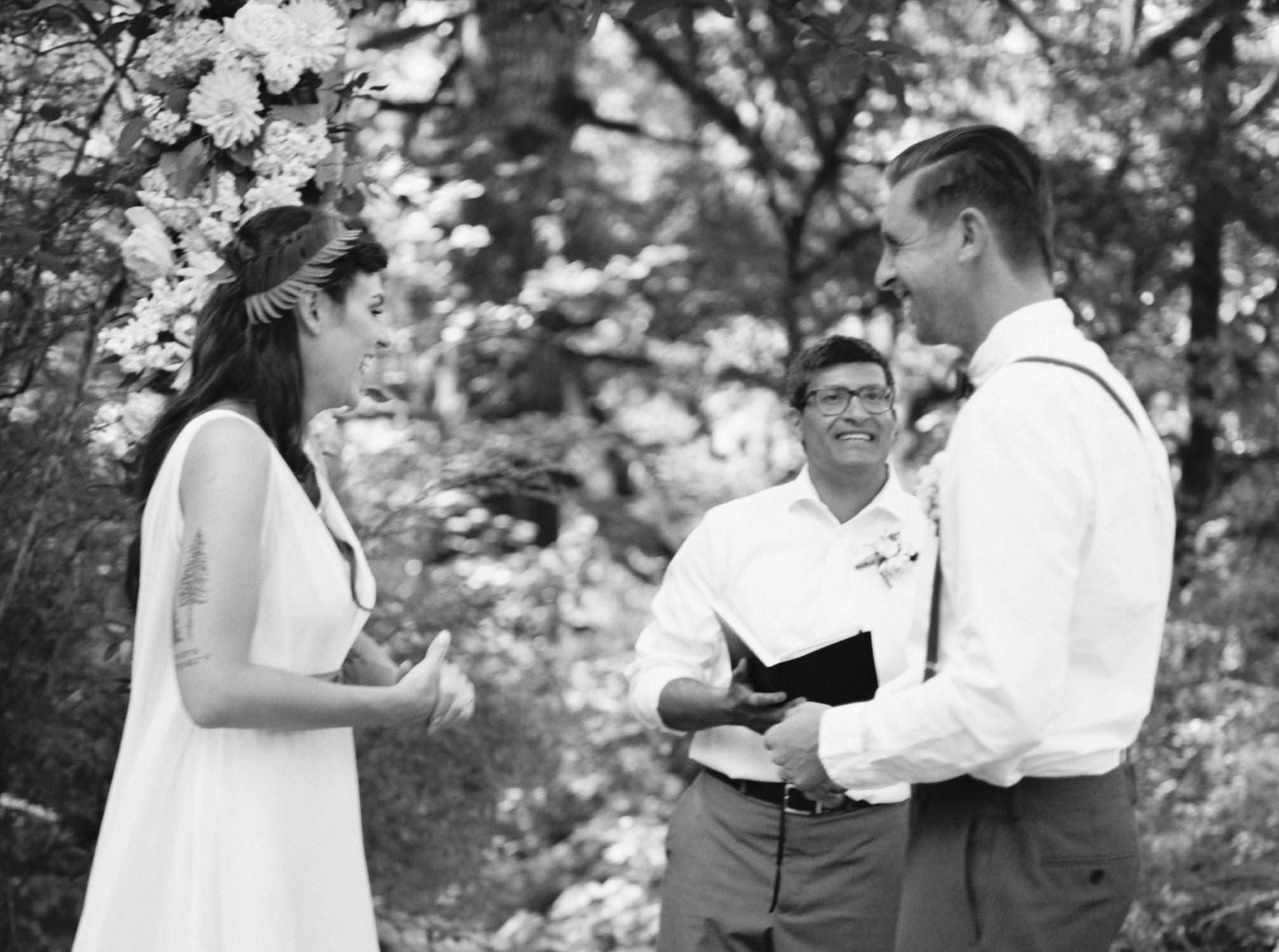 Couple saying wedding vowes