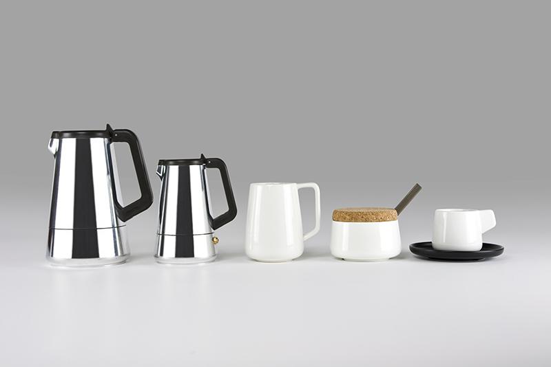il nuovo e bellissimo set Caffeina viene firmato dal designer Giulio Iacchetti, è minimal ed essenziale