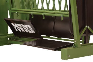 Hinged Kick Panels - Kick panels are available on every chute that Powder River produces. Split Kick pans on our 2000 Series chutes provide quick and easy access to the animals legs or underside. Our easy kick panel latches make for trouble-free operation. Kick panels are also easily removable if needed. All Powder River kick panels are powder coated for durability.