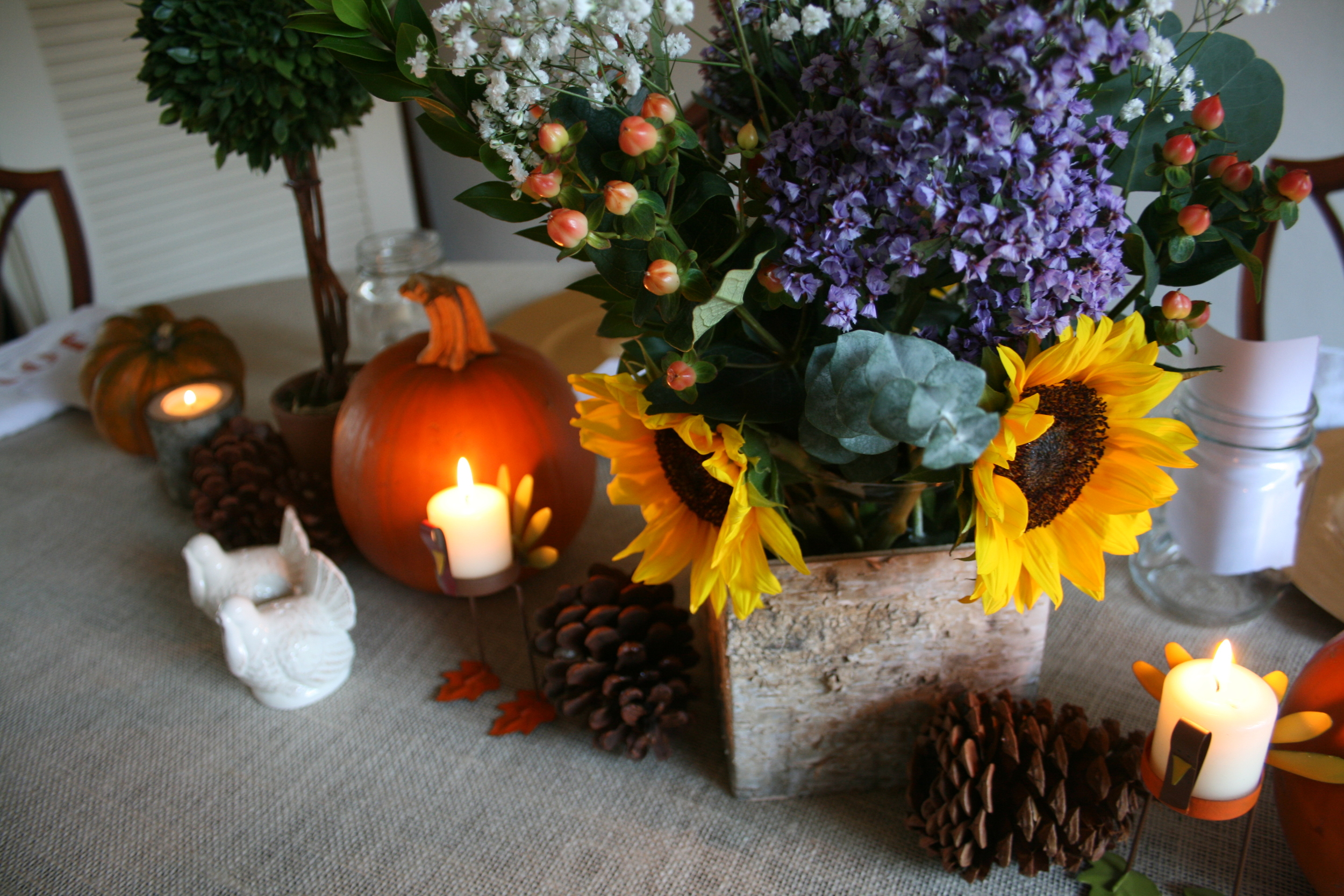 floral centerpieces, pinecones, and pumpkins.