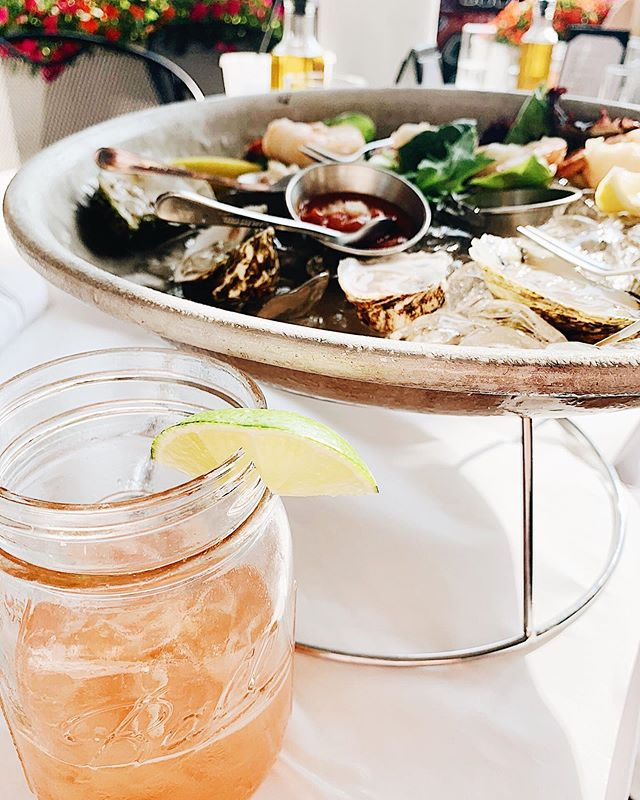 Living my best life in Connecticut...slurping oysters and drinking margaritas. 💕